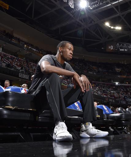 AP source: Cavs not disciplining Hood for not entering game