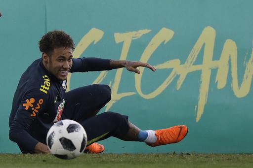 Neymar appears in good shape after Brazil training week