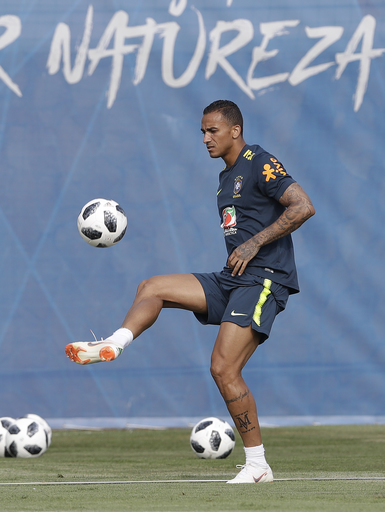 Danilo available for Brazil against Mexico; Marcelo unclear