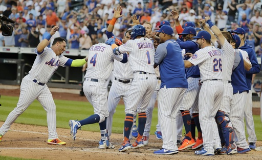 Flores hits latest walk-off HR as Mets top Phils 4-3 in 10