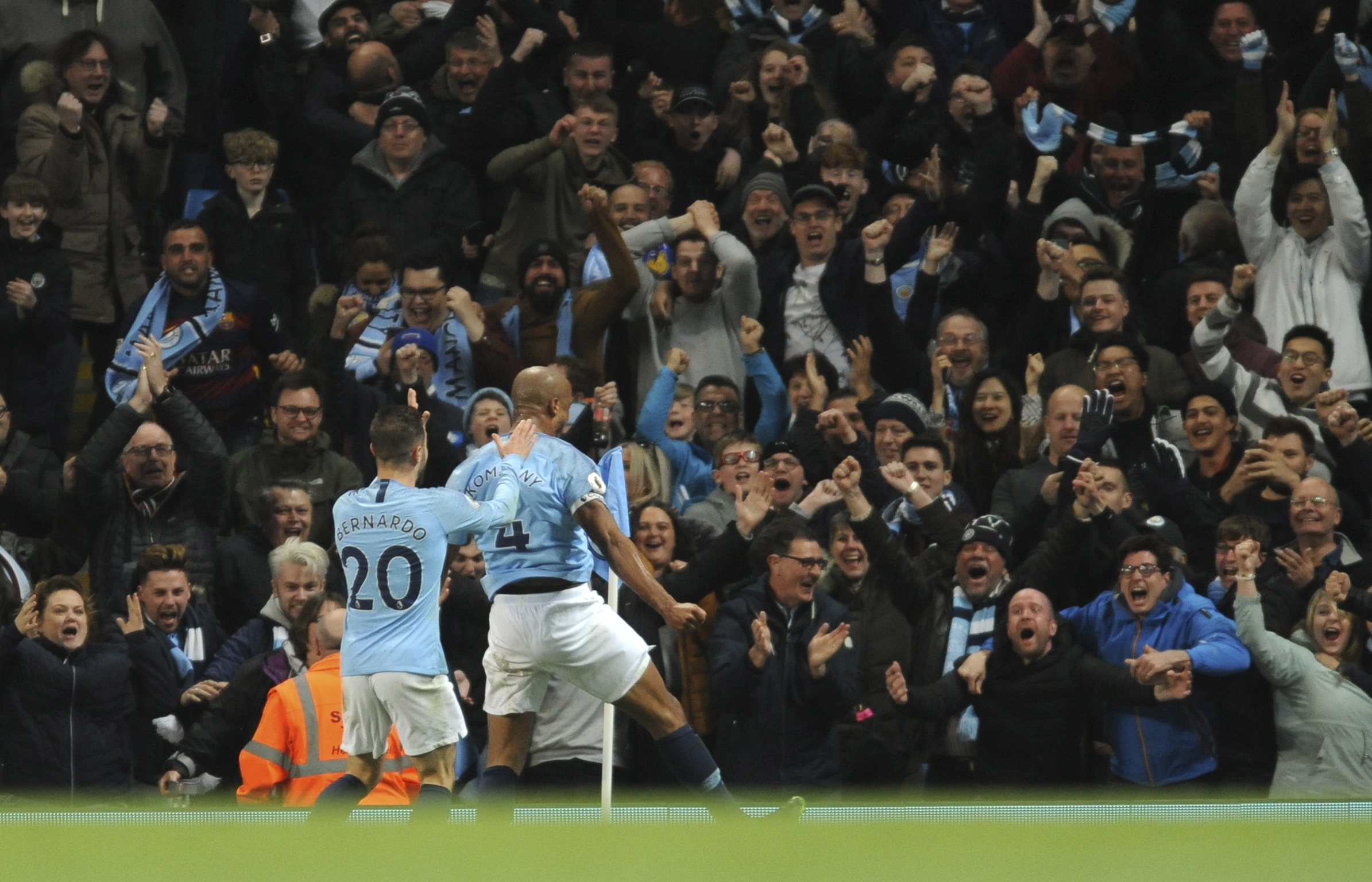 Man City back on top of EPL after Kompany wonder goal