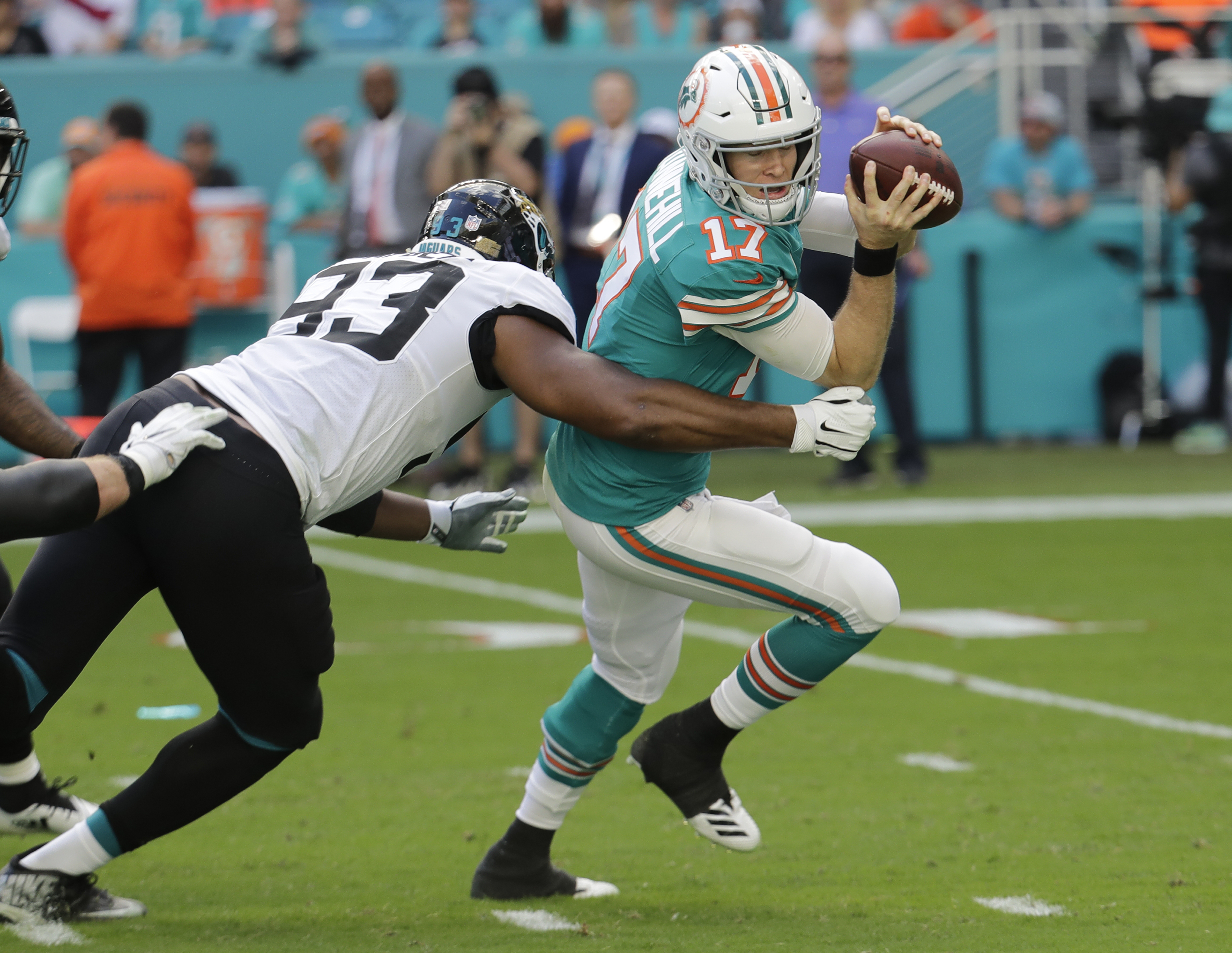 Blake Bortles rallies Jaguars past Dolphins 17-7