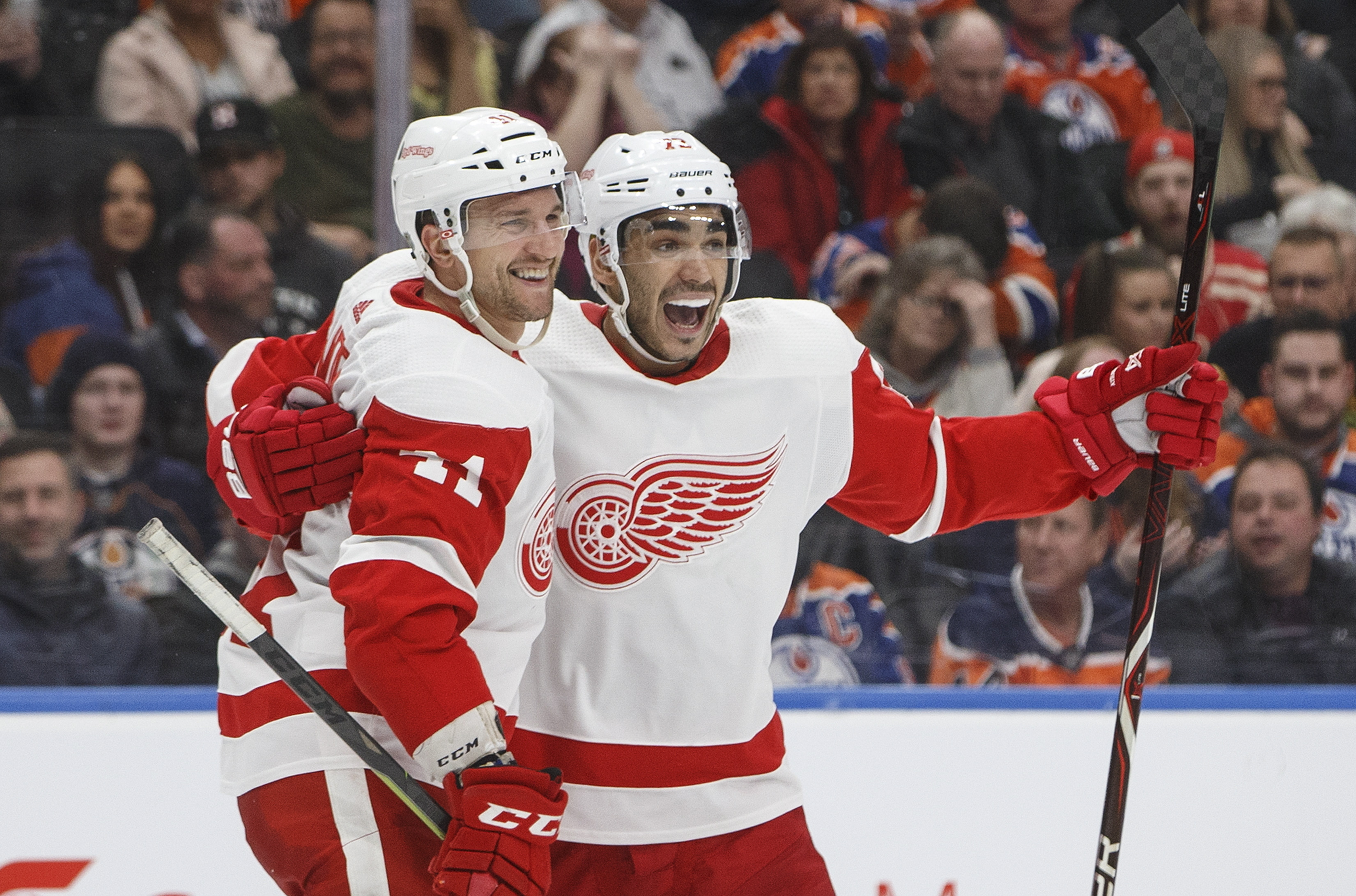 Glendening scores twice, Red Wings top Oilers 3-2