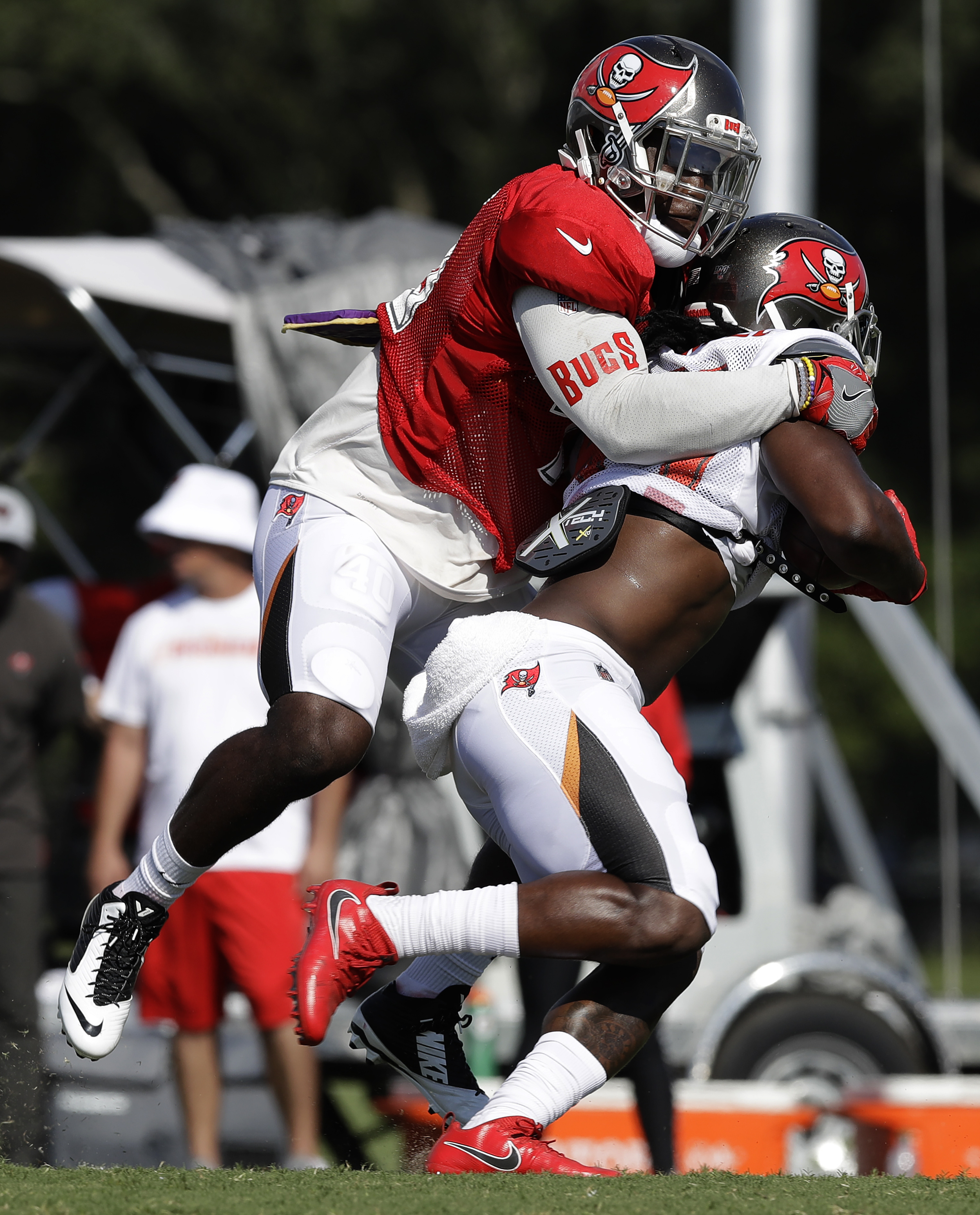 Rookie LB Devin White new face of Tampa Bay's defense