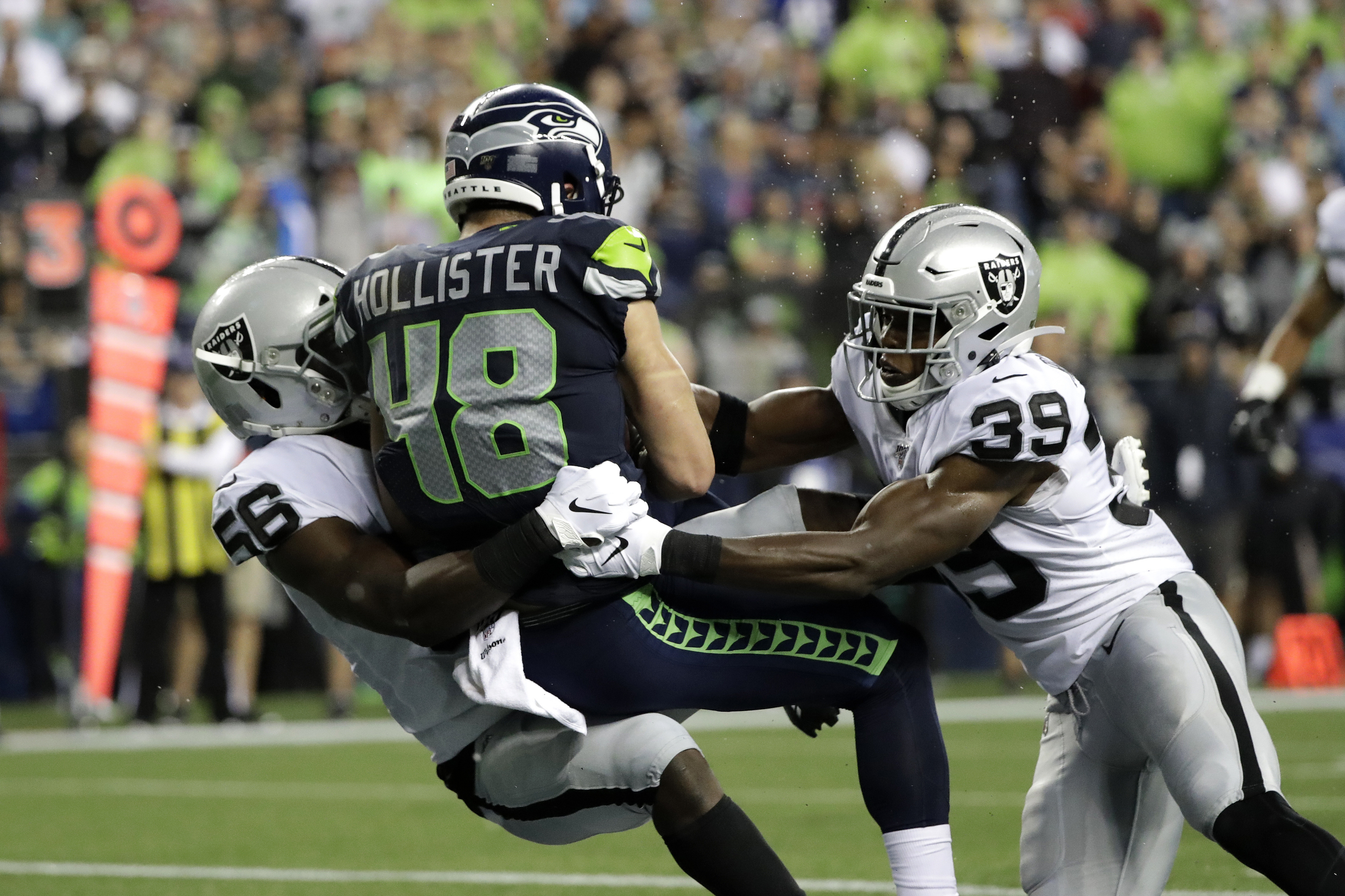 Geno Smith tosses 2 TDs, Seahawks top Raiders 17-15