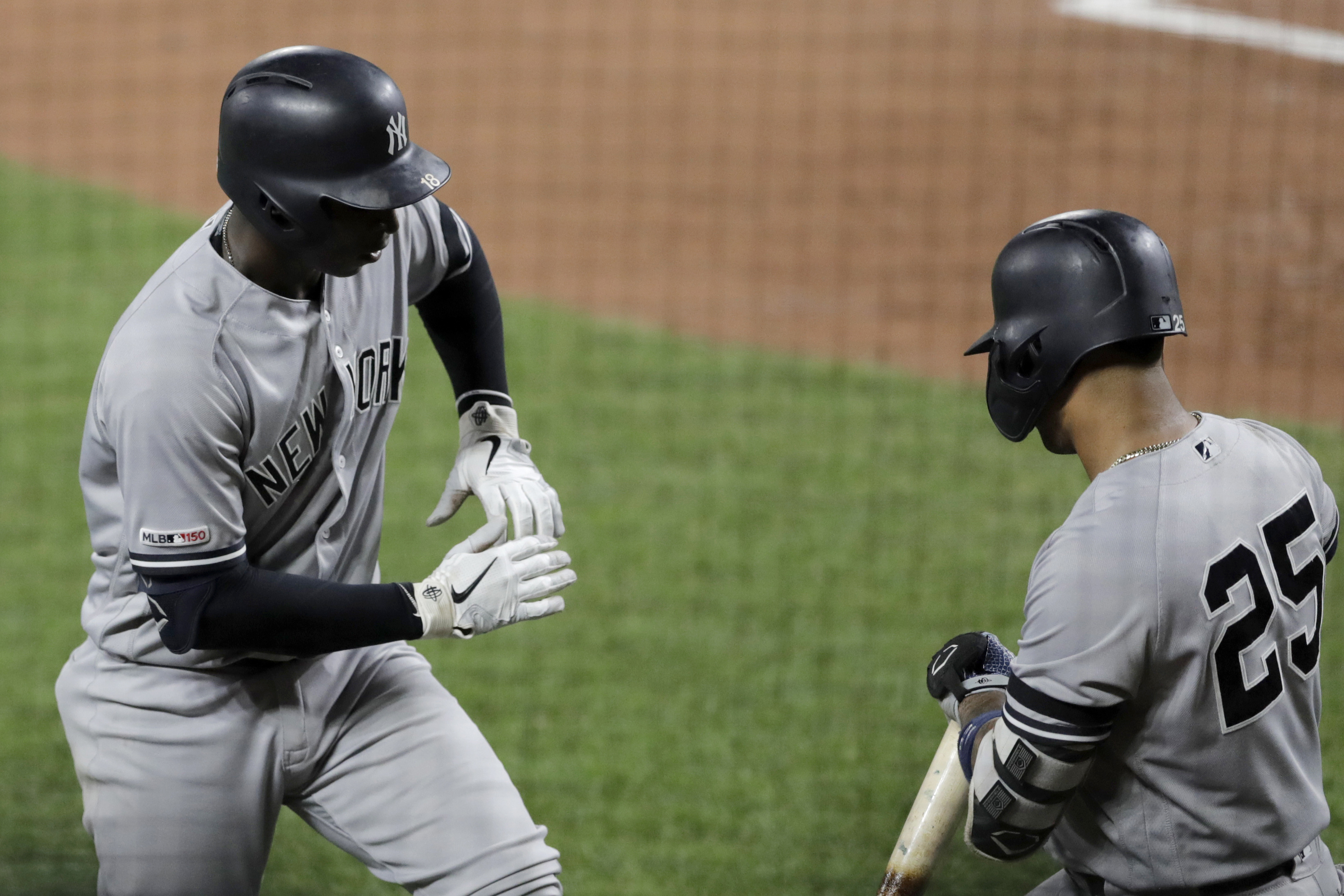 Yankees infielder Torres leaves game with 'core pain'