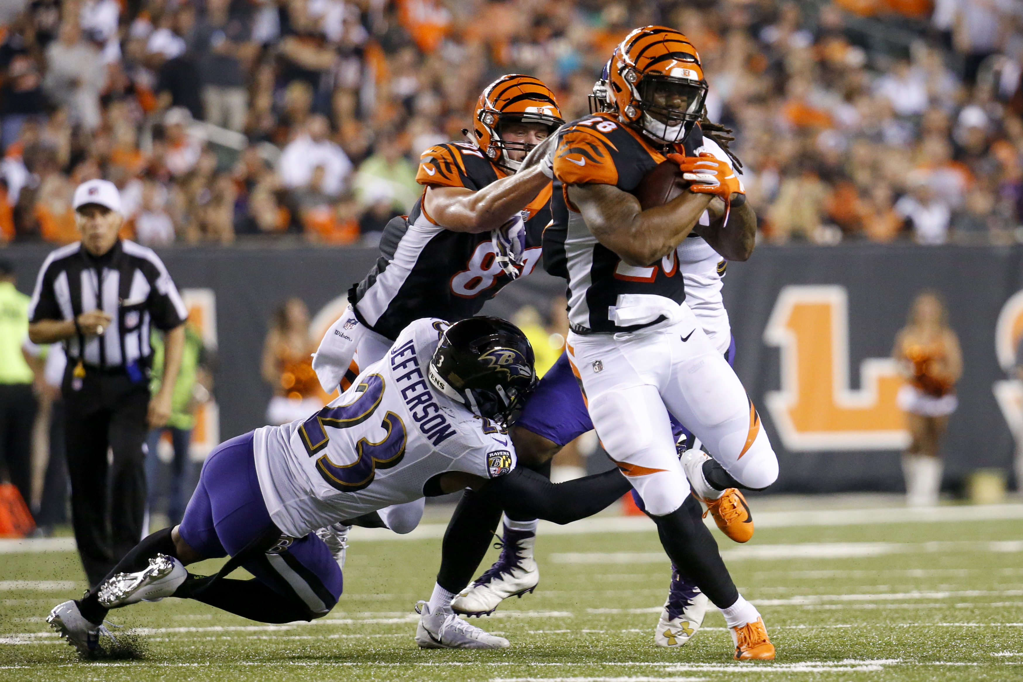 Bengals try to extend early surge without RB Joe Mixon