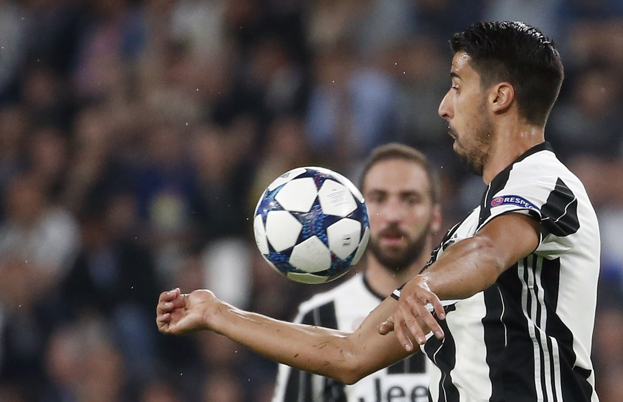 Khedira extends contract at Juventus for 2 more seasons