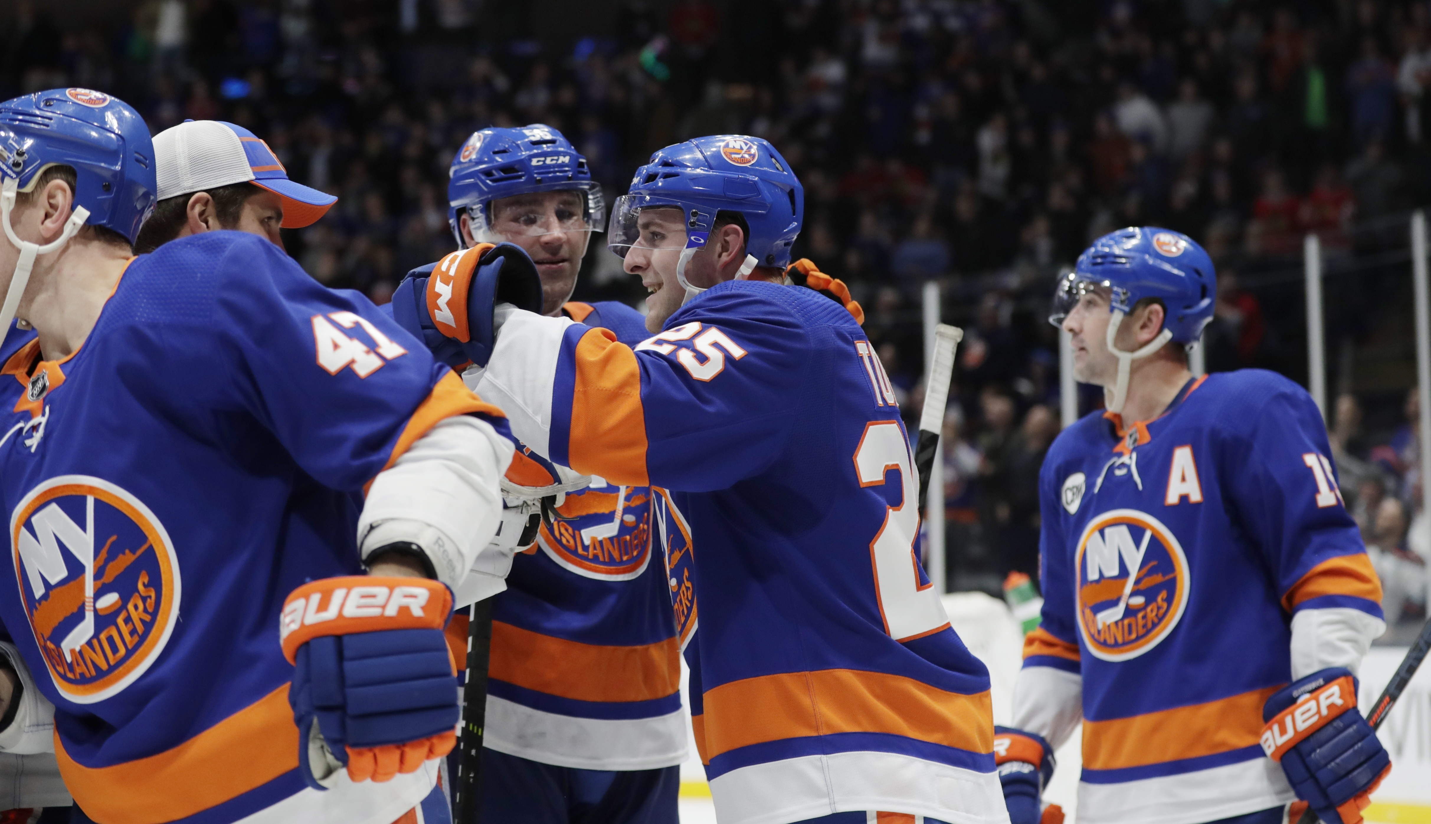 Toews scores first NHL goal, Islanders beat Blackhawks in OT