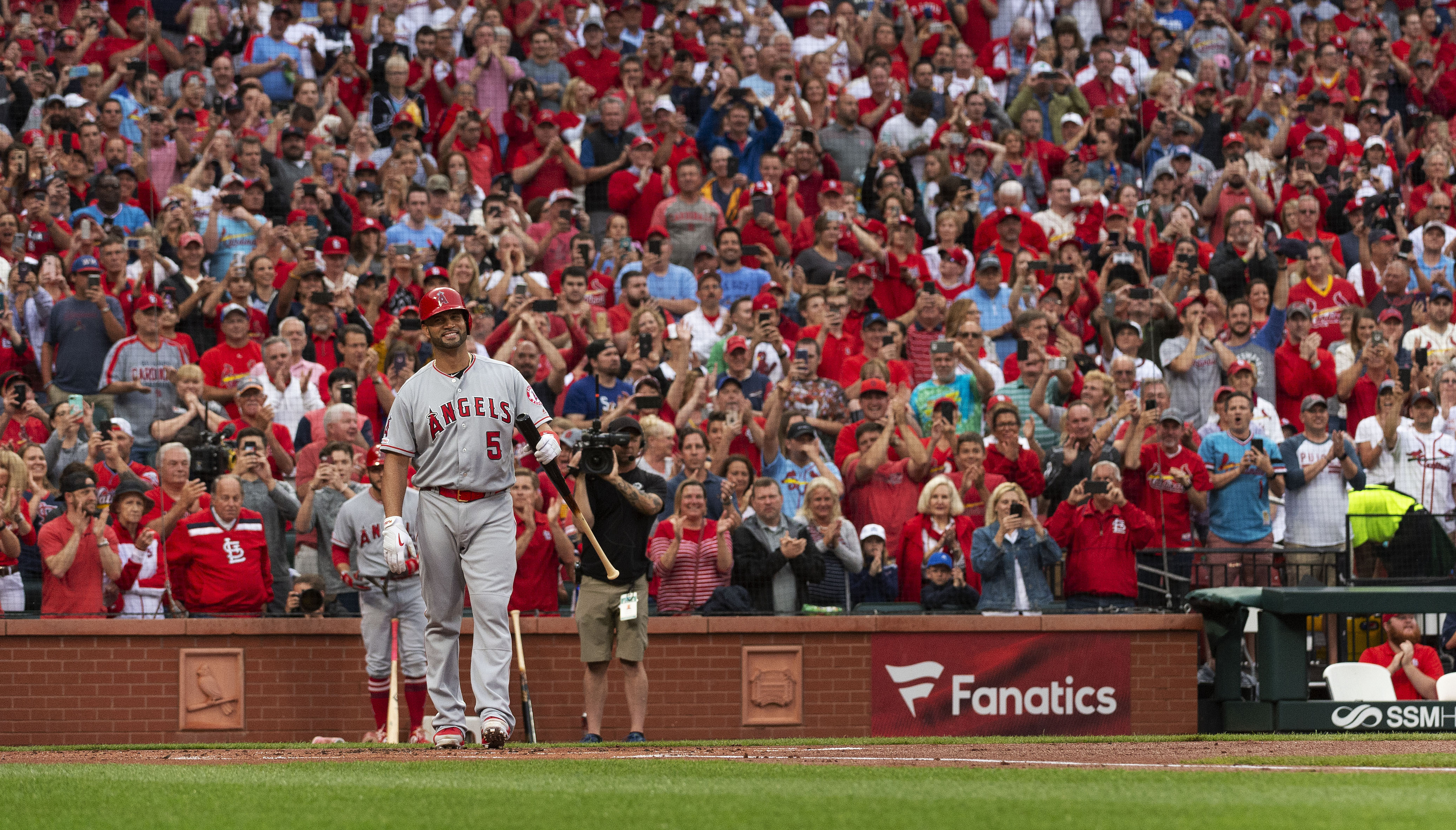Pujols cheered in return, but Angels fall to Cardinals 5-1