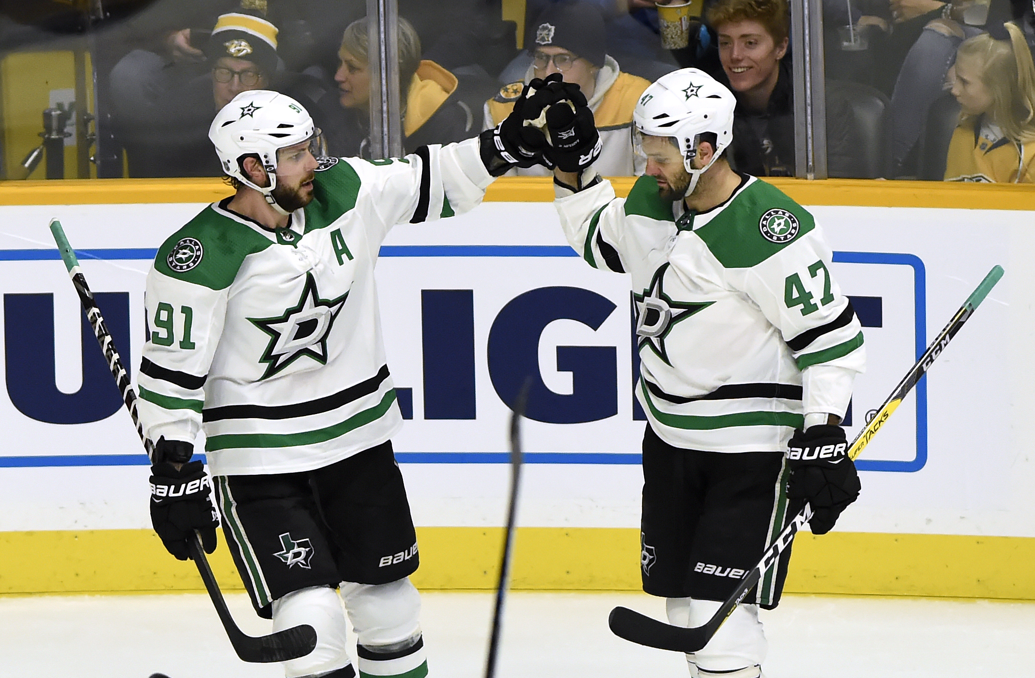 Comeau and Janmark score late, lead Stars over Predators 3-1