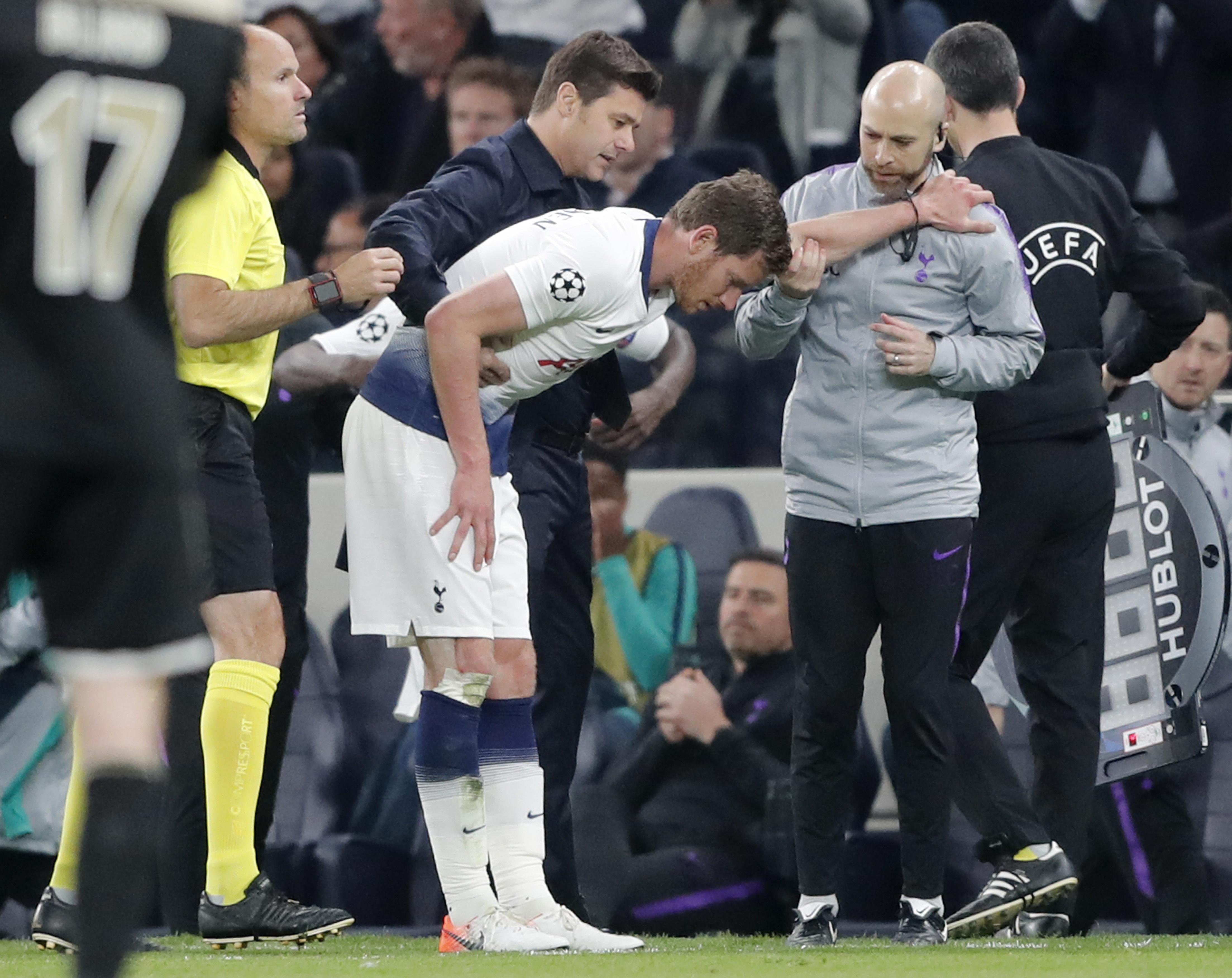 Tottenham's Vertonghen forced off after clash of heads