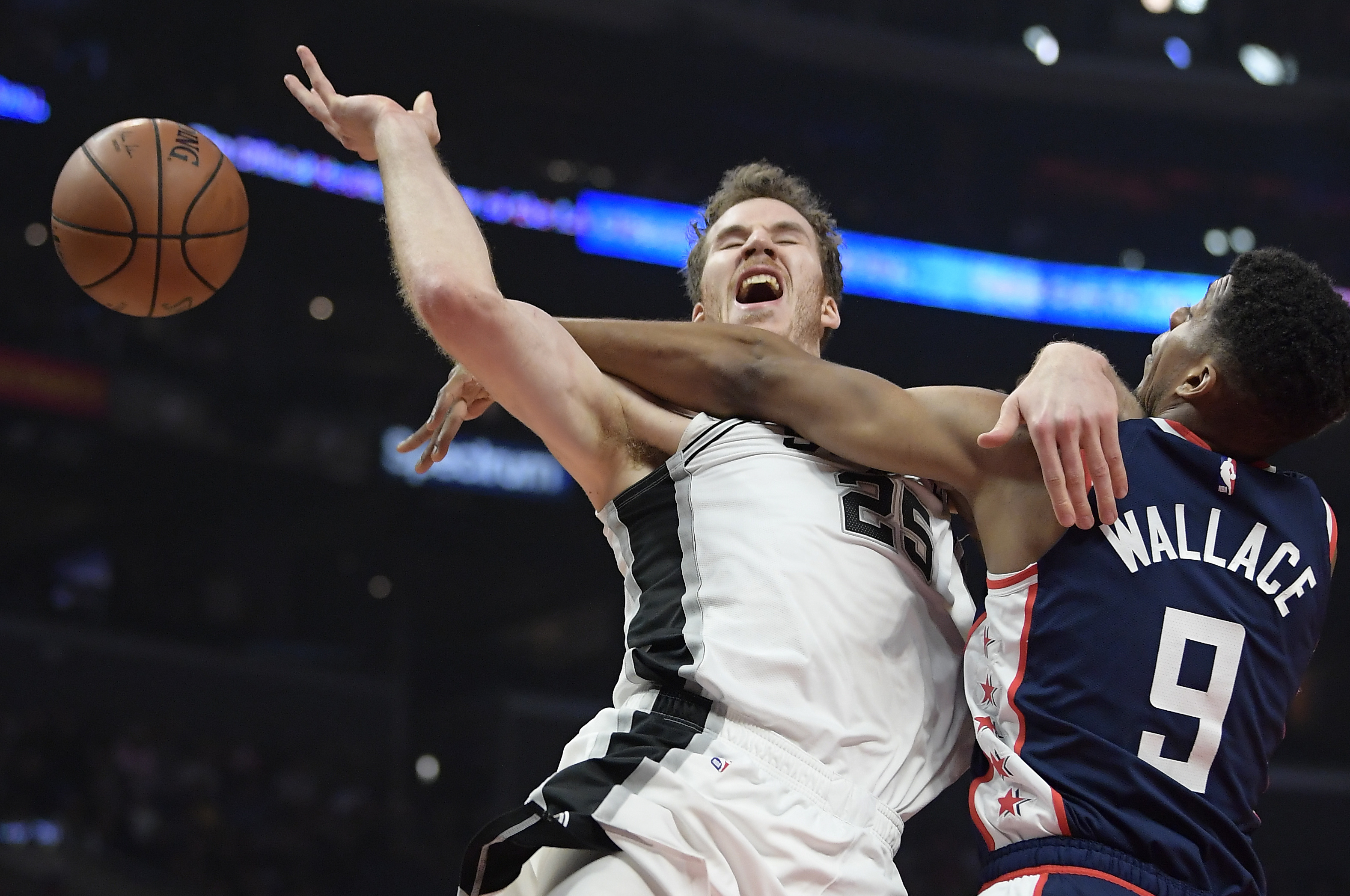 Aldridge scores 38 to lead Spurs past Clippers 122-111