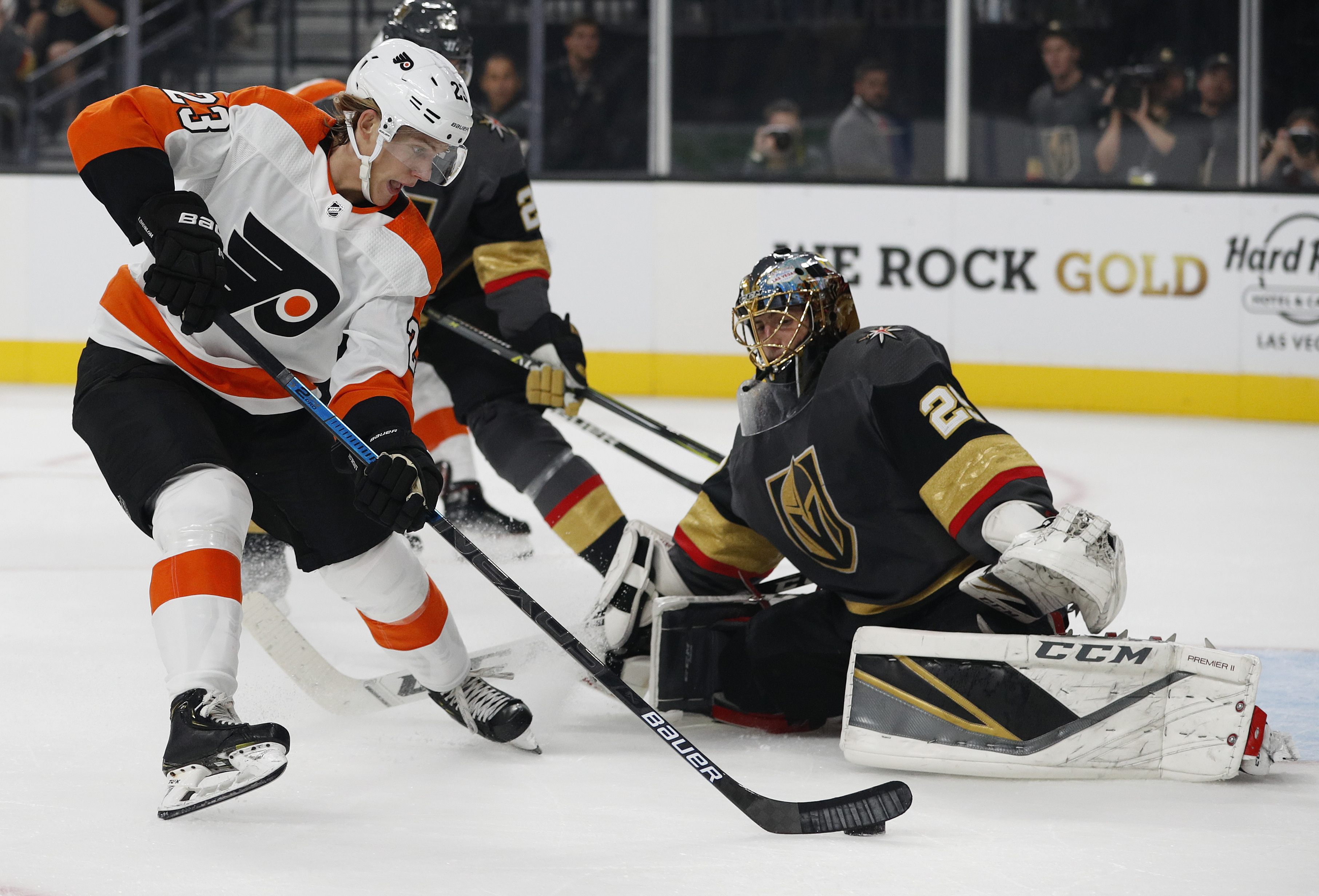 Simmonds nets two for Flyers in 5-2 win over Vegas