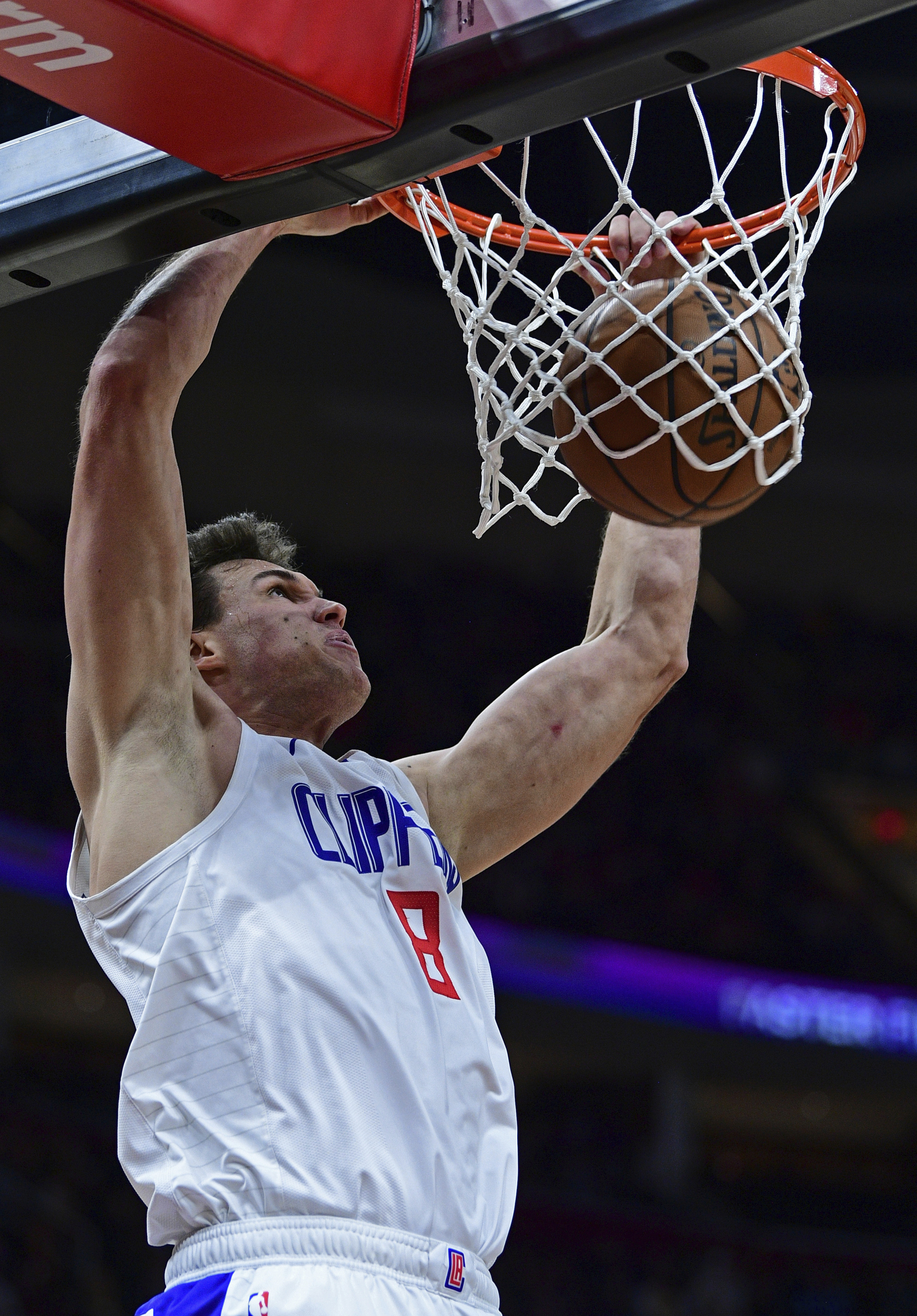 Gallinari scores 27 as Clippers edge Cavaliers 110-108
