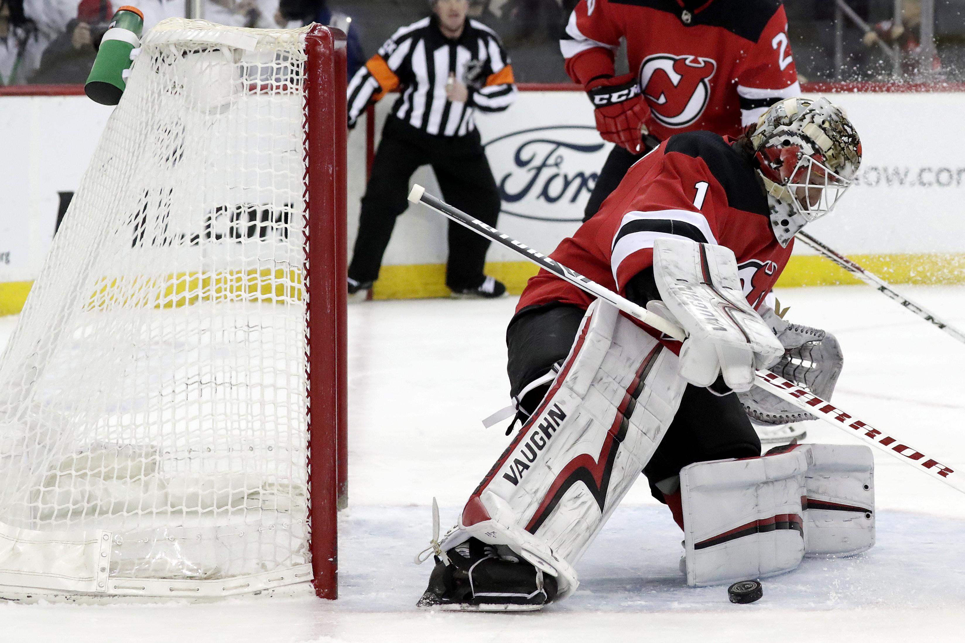 Johansson scores twice, Devils beat Hurricanes 3-2