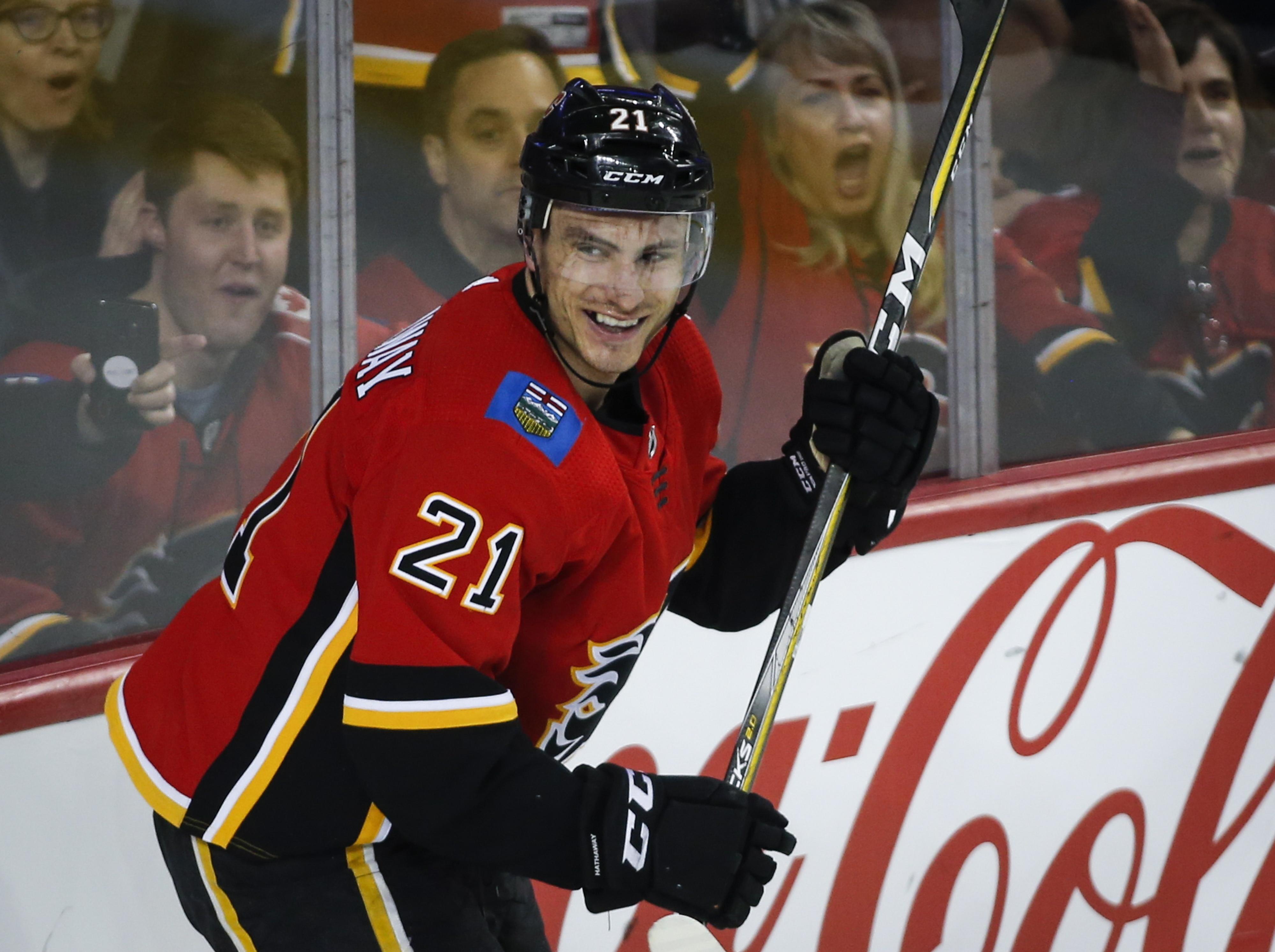 Smith makes 18 saves as Flames top Senators 5-1