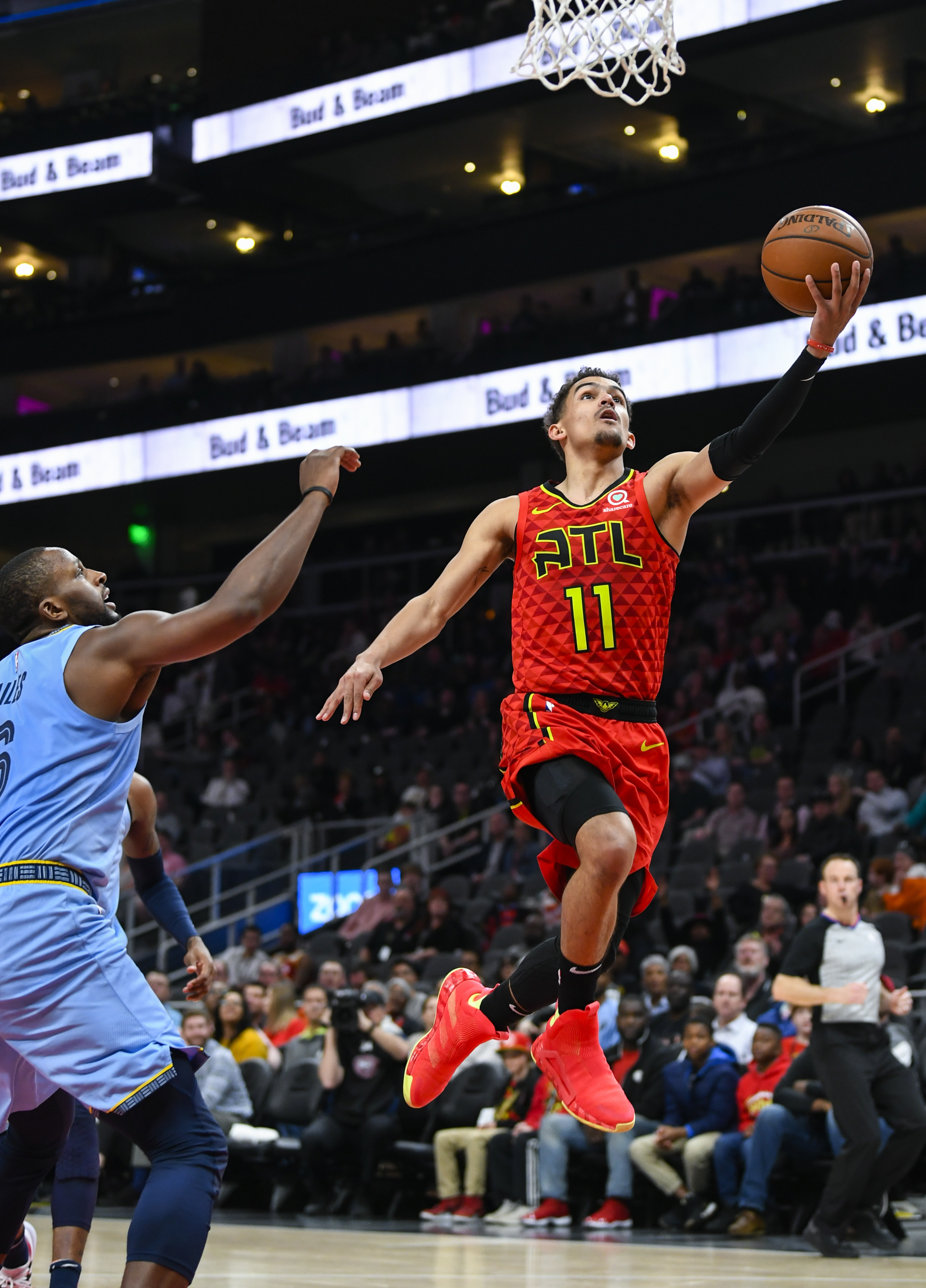 Collins too much for Grizzlies in Hawks' lopsided win