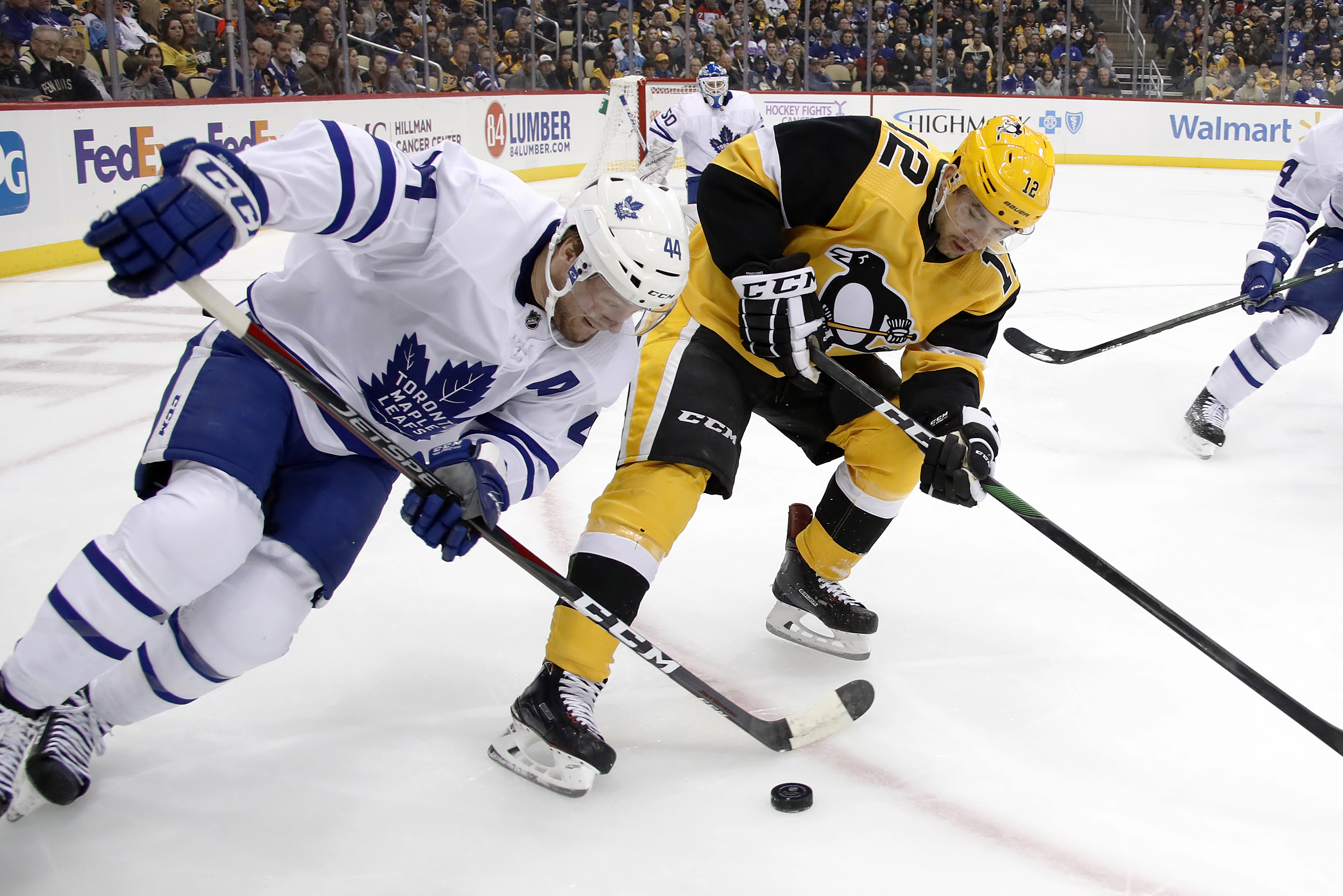 Kahun scores twice, Penguins rout Maple Leafs 6-1