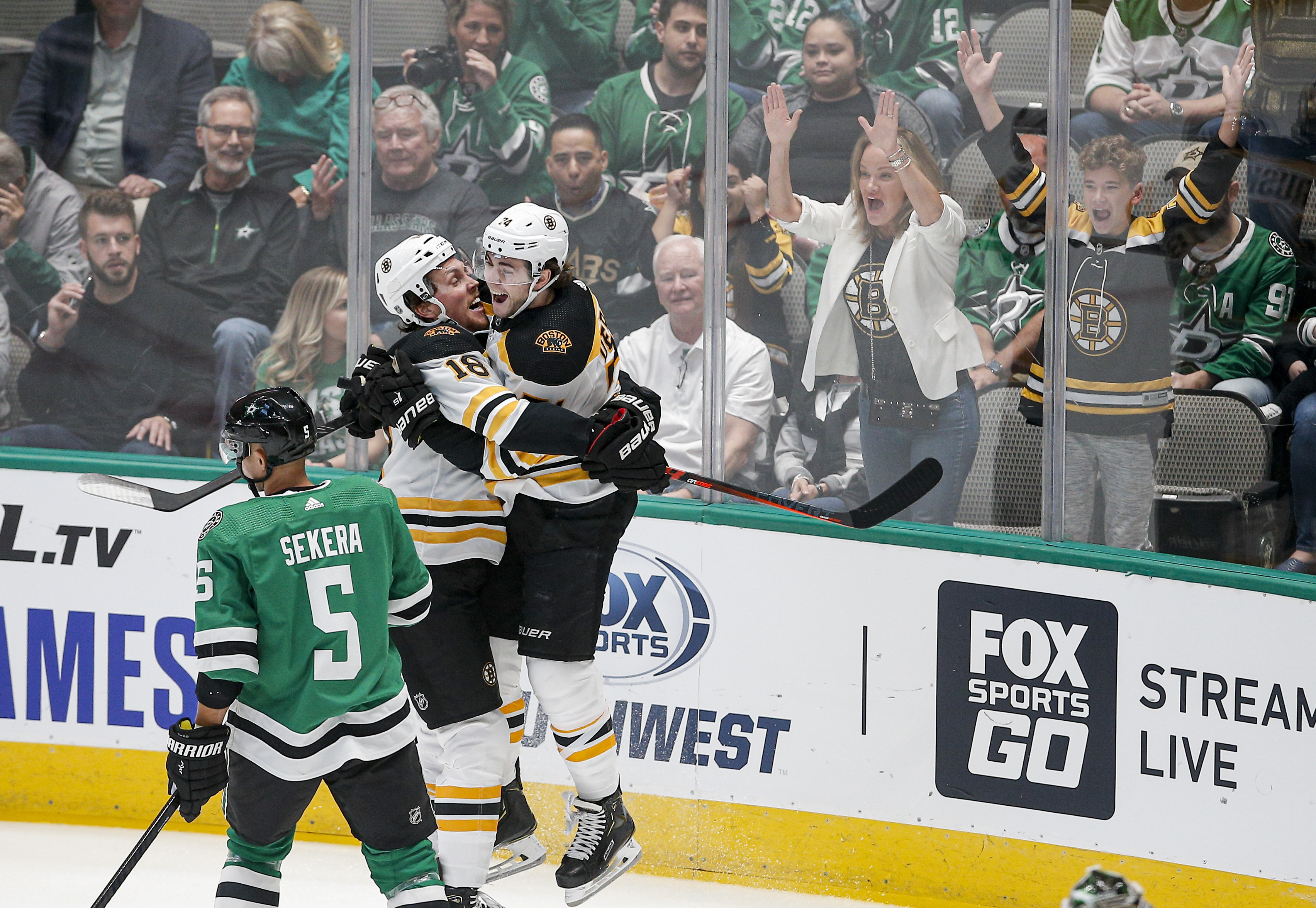 Ritchie beats former team on 1st shift, Bruins top Stars 2-1