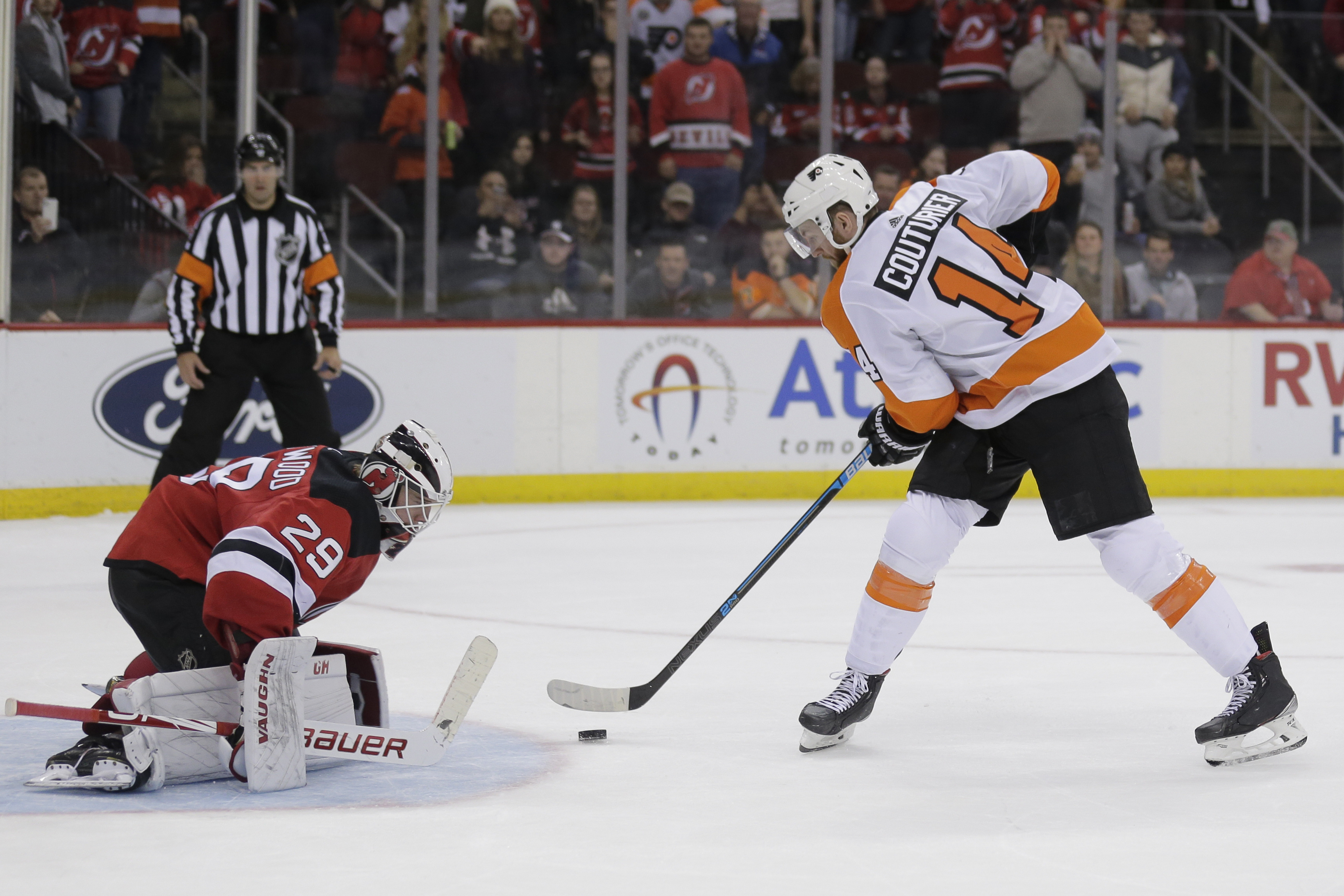 Couturier leads Flyers to 4-3 shootout win over Devils