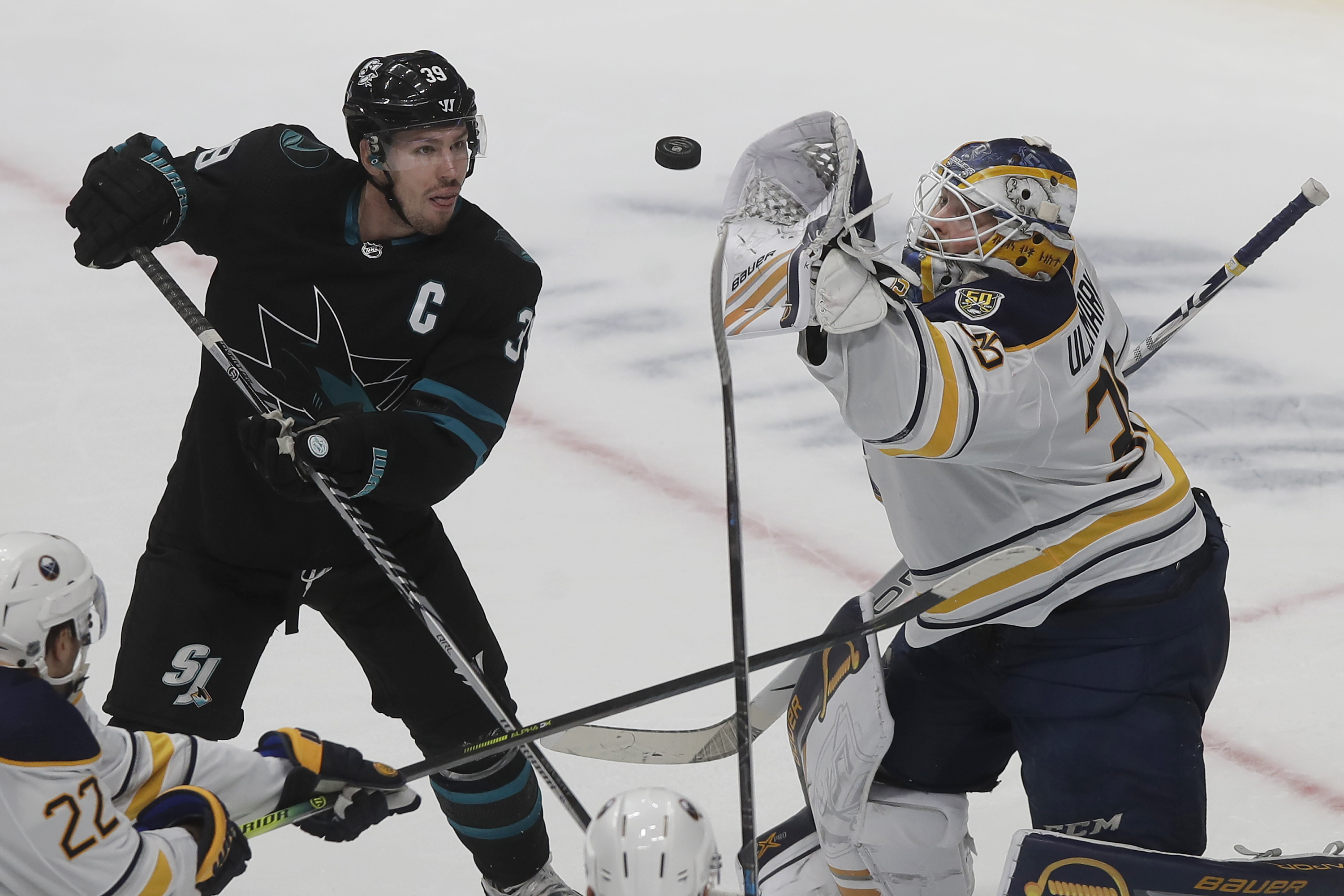 Girgensons' late goal lifts Sabres over Sharks 4-3