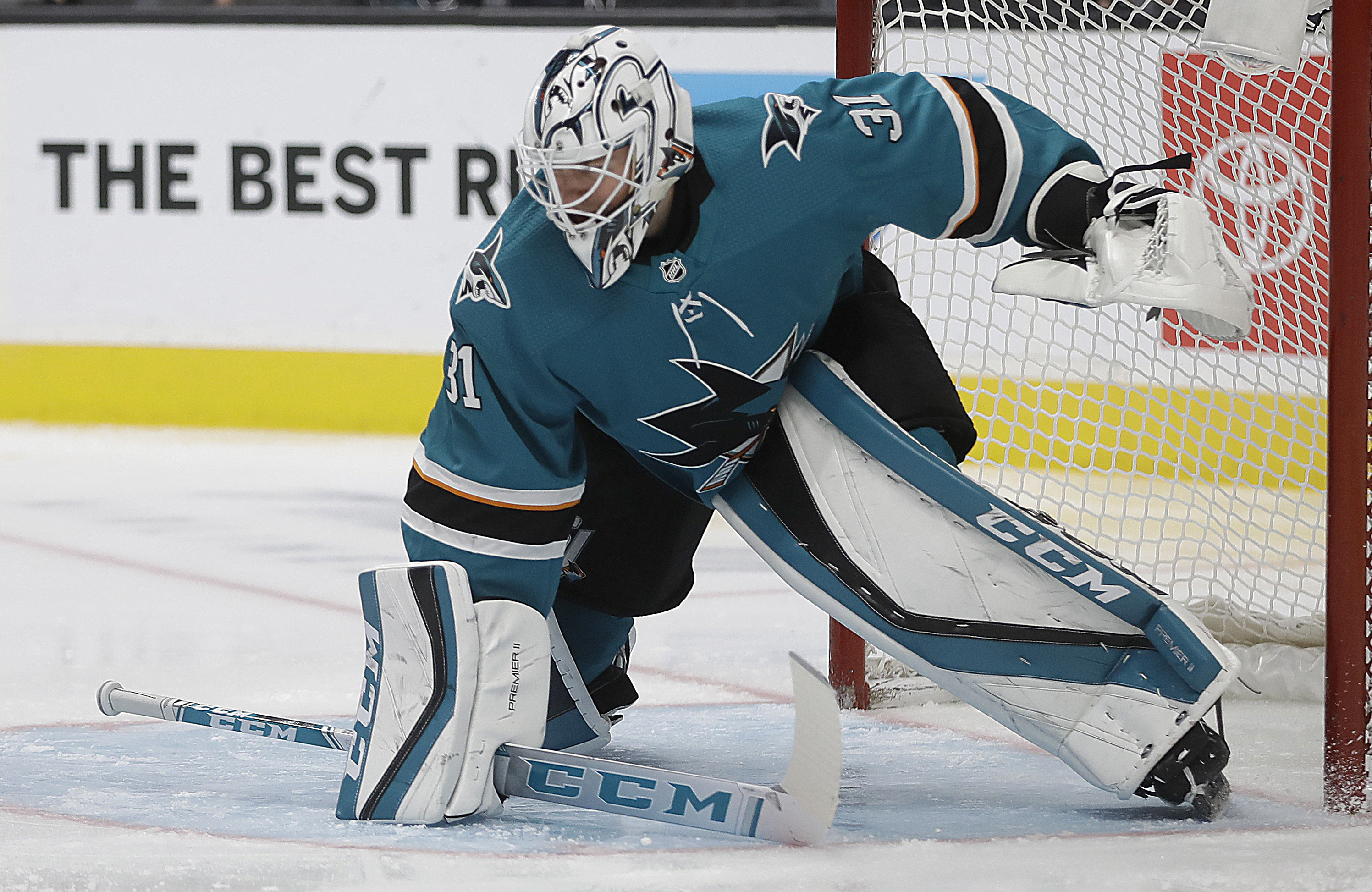 Hertl scores in 4th straight game, Sharks top Oilers 6-3