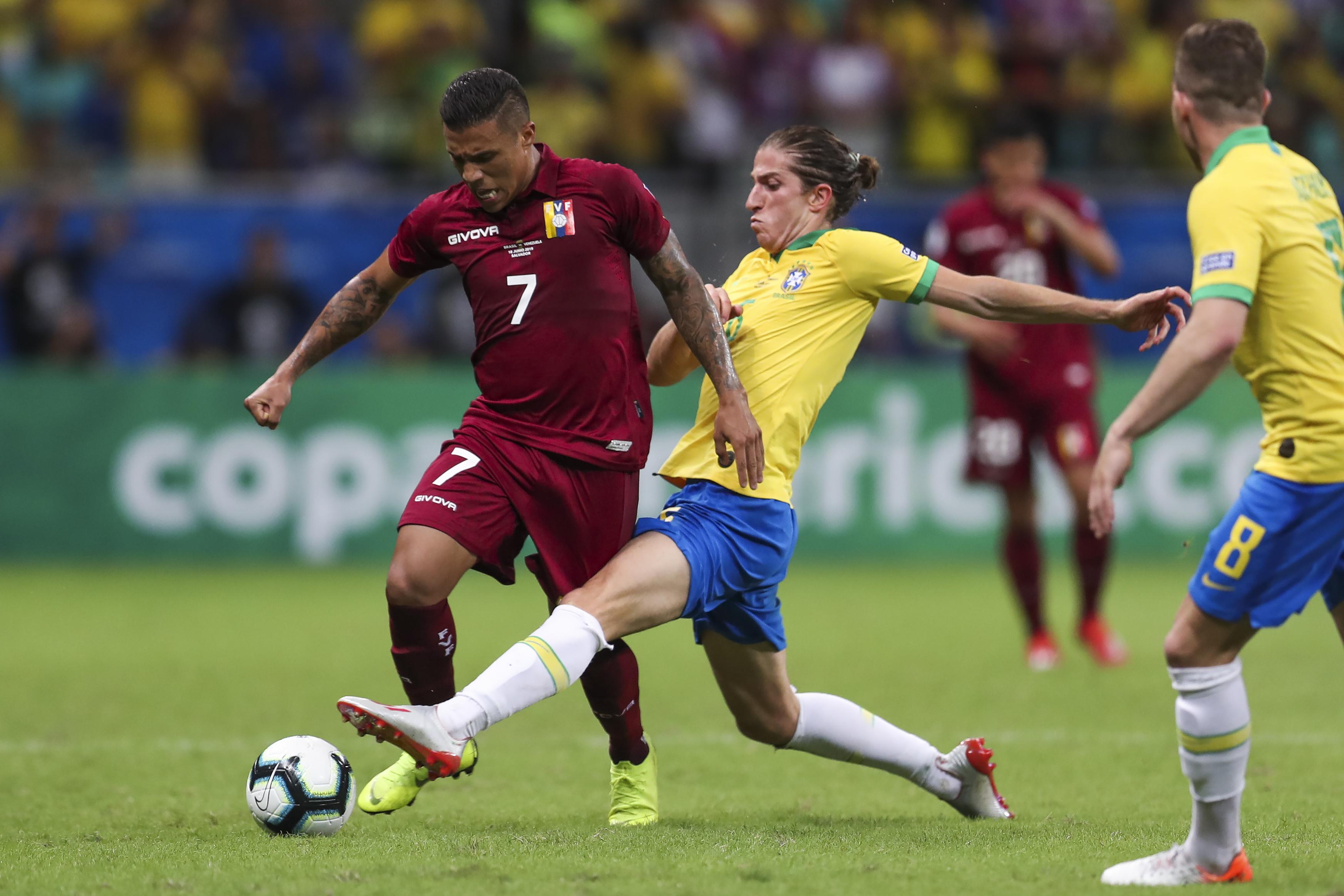 Brazil's Filipe Luis misses practice because of injury