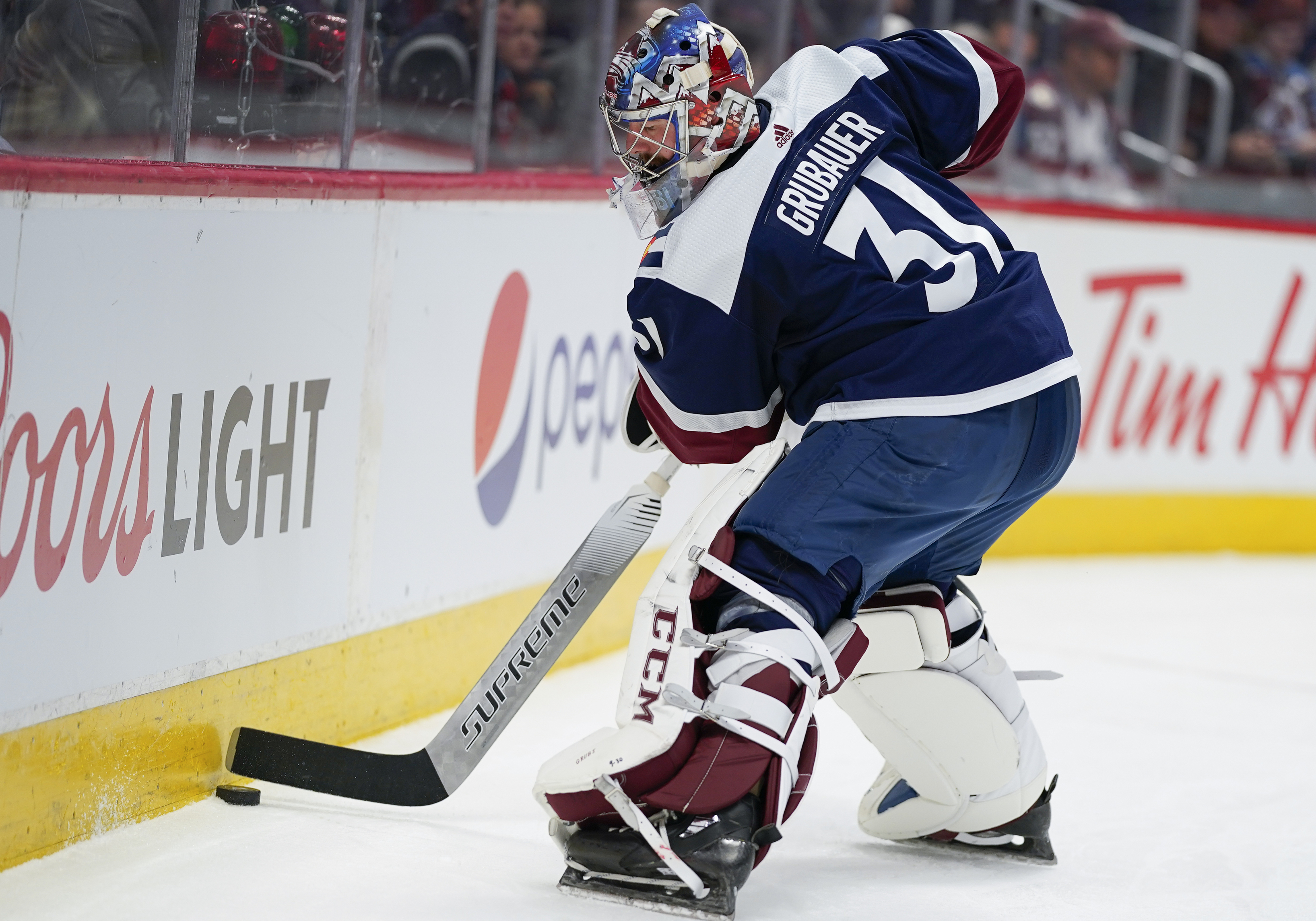 Rantanen returns to lineup, leads Avalanche past Chicago 7-3