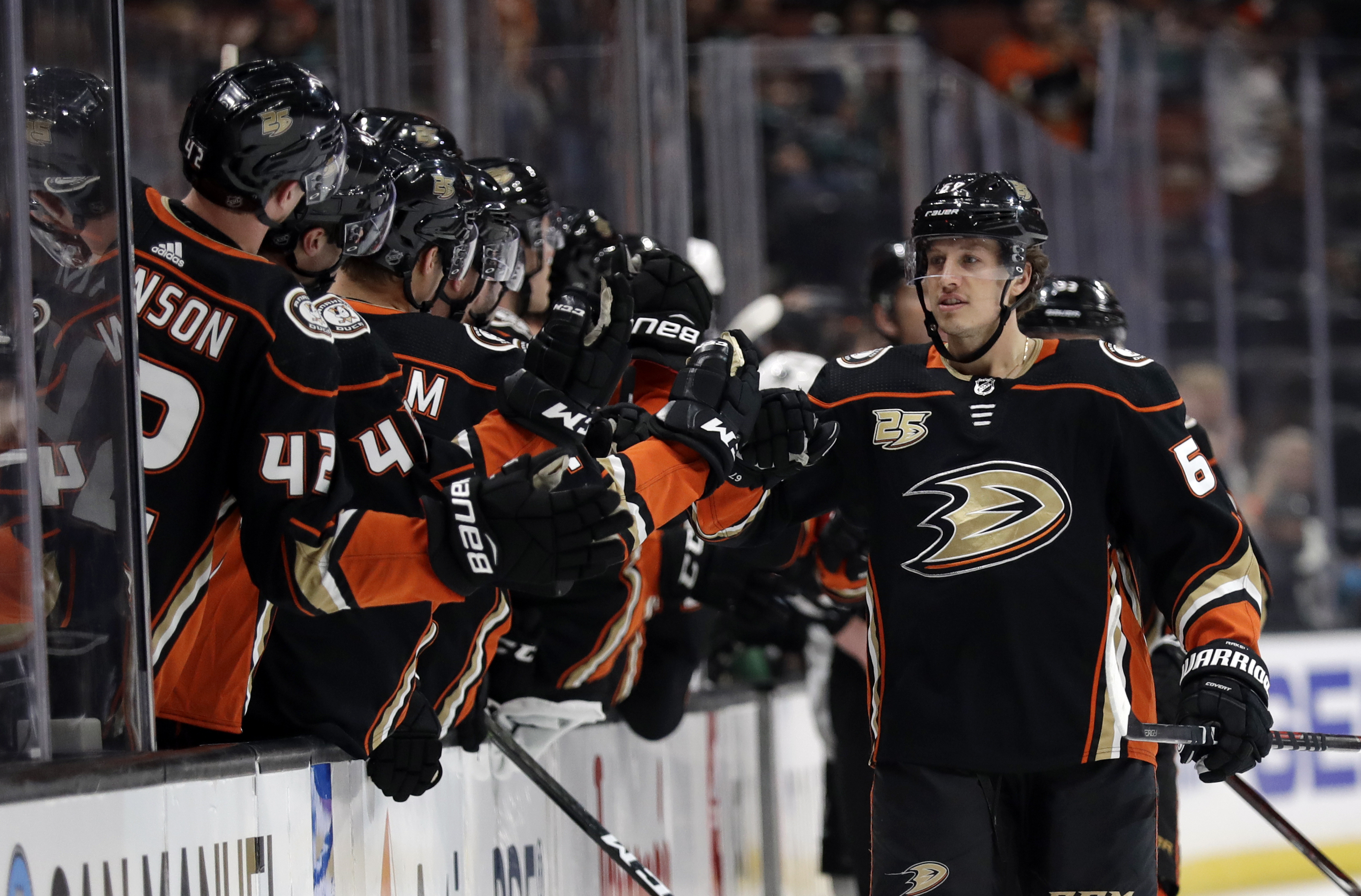 Silfverberg's OT goal lifts Ducks to 4-3 win over Sharks