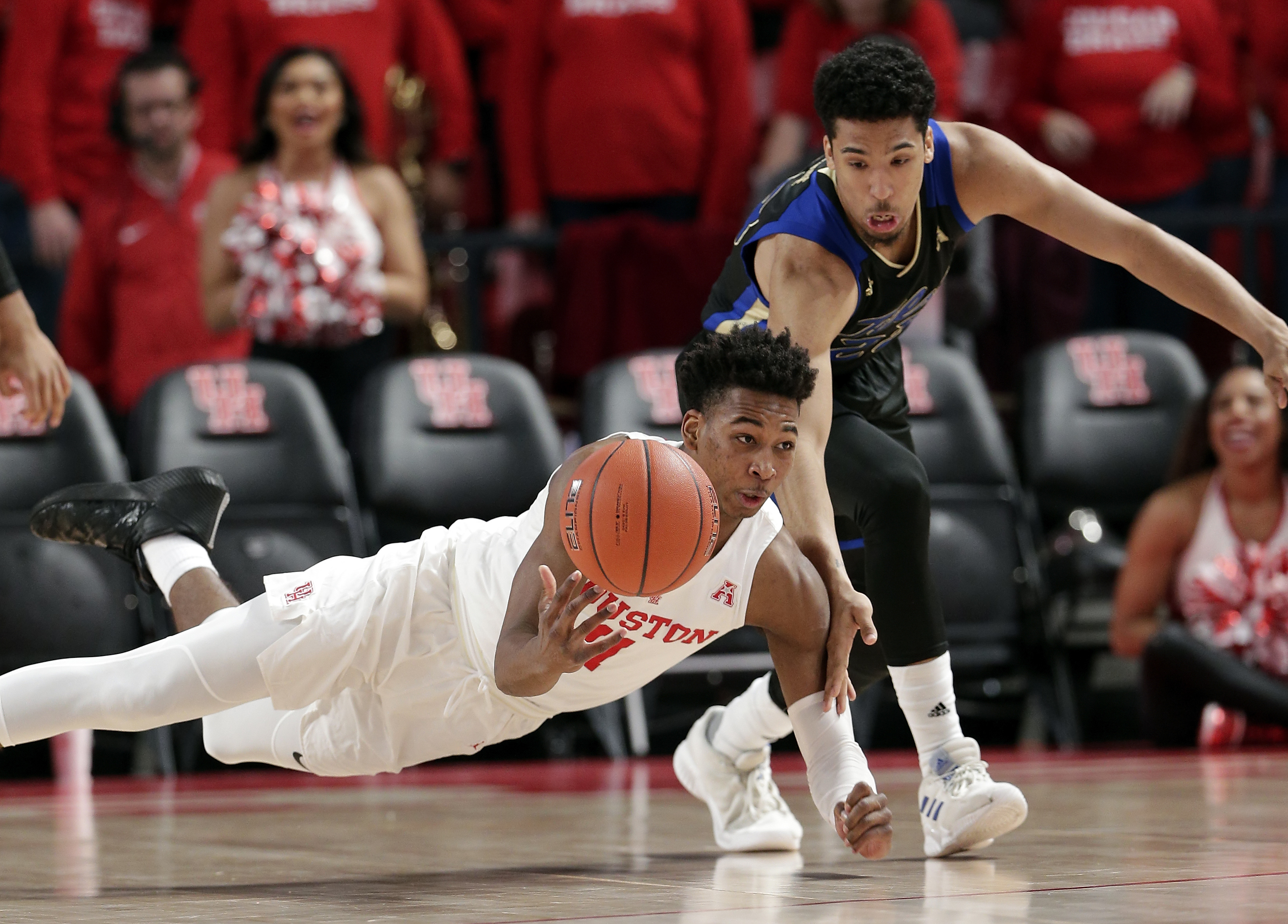 Davis scores 21 points, No. 19 Houston beats Tulsa 74-56