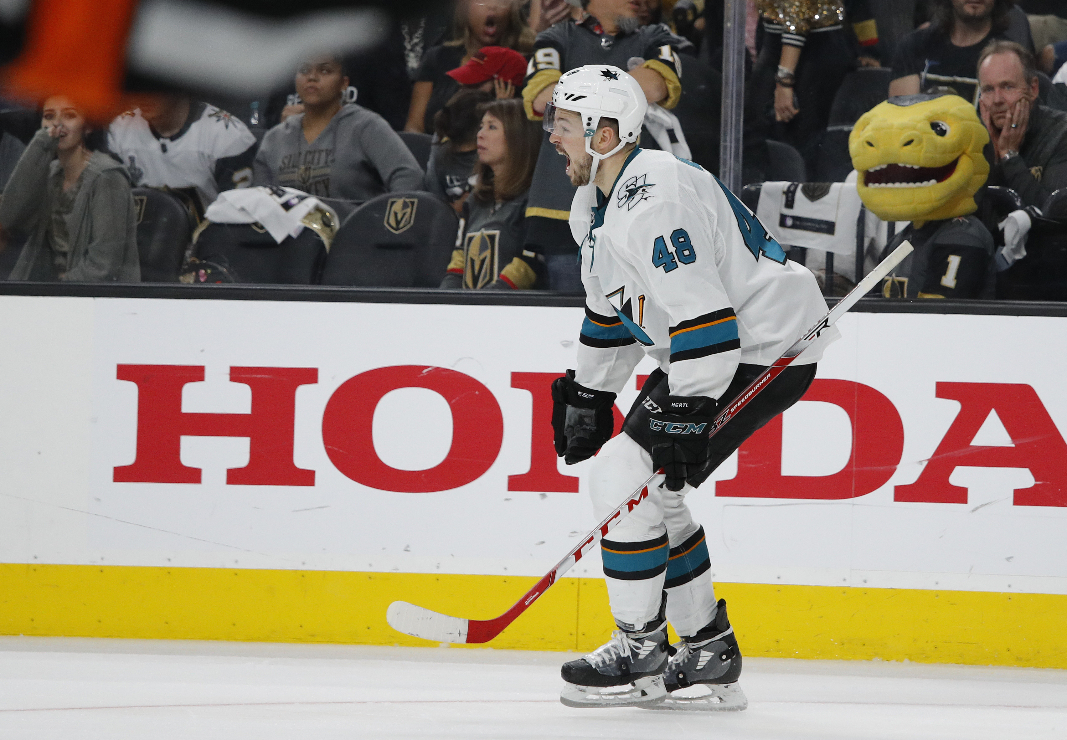 Hertl scores in 20T, Sharks beat Vegas 2-1 to force Game 7