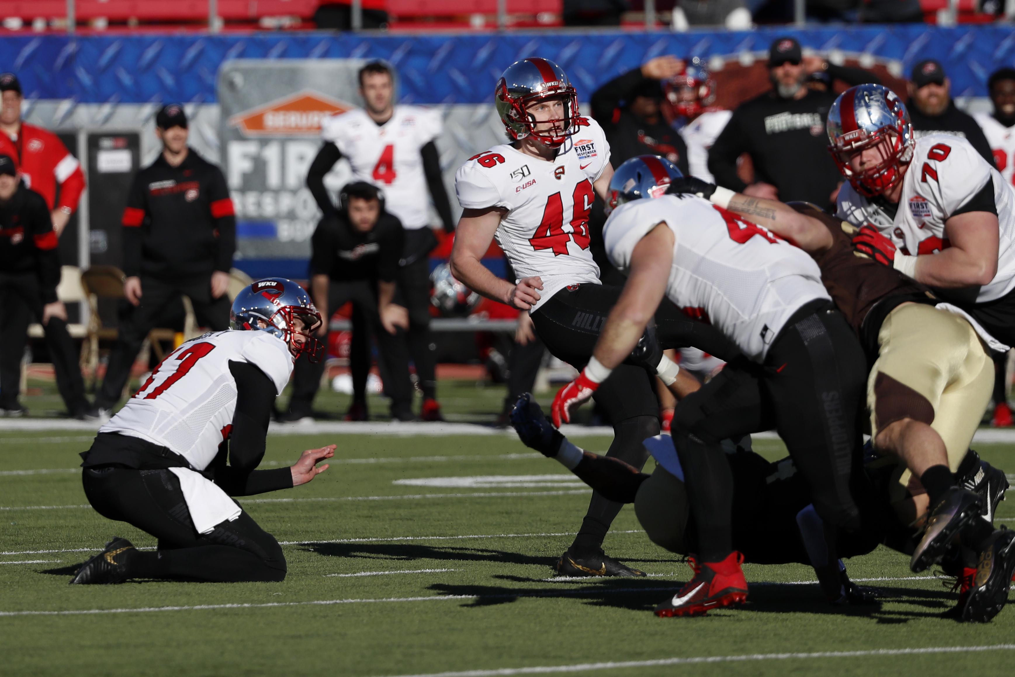 Western Kentucky wins First Responder Bowl 23-20 on FG