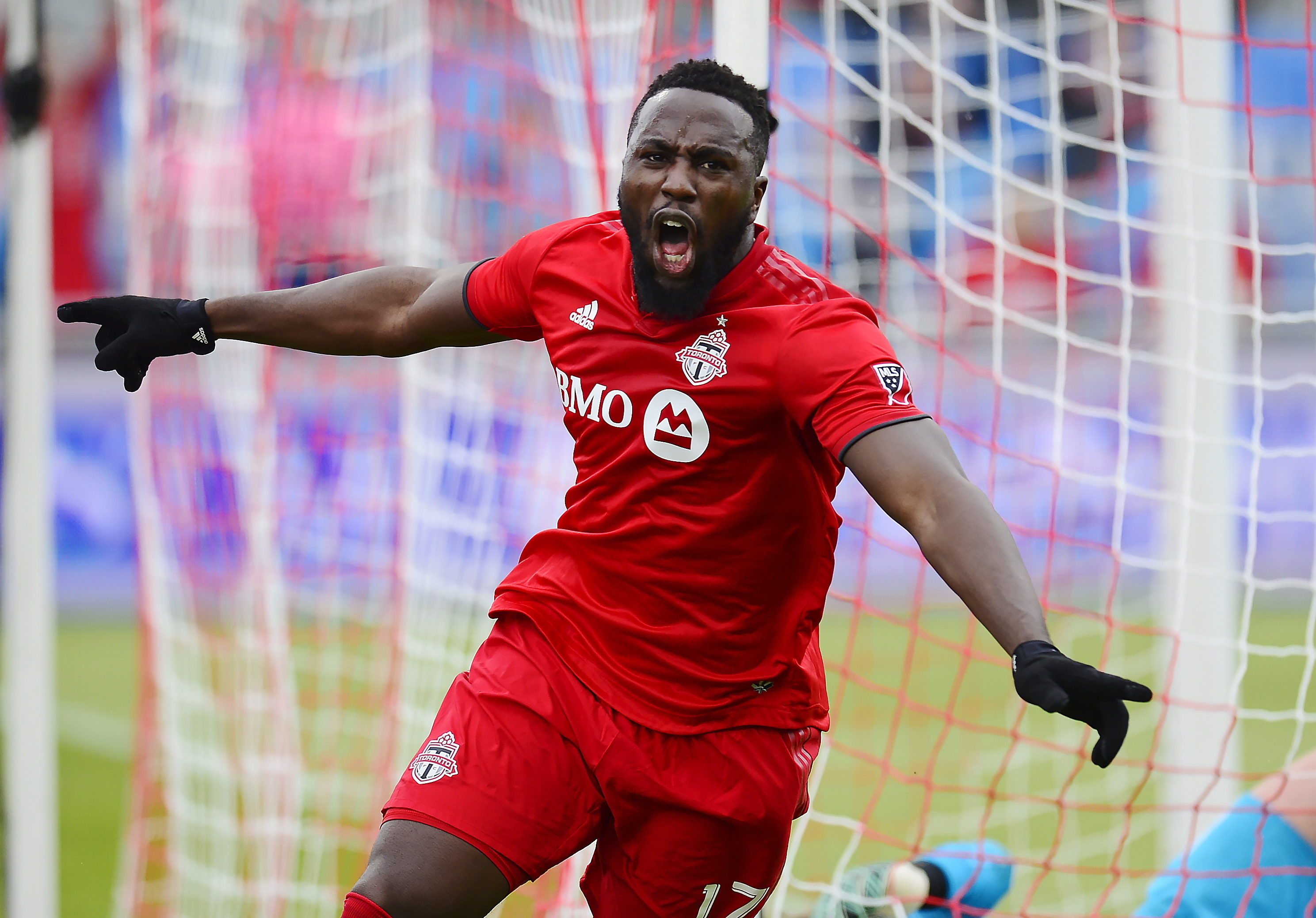 Osorio helps Toronto FC to 2-2 tie with Chicago Fire