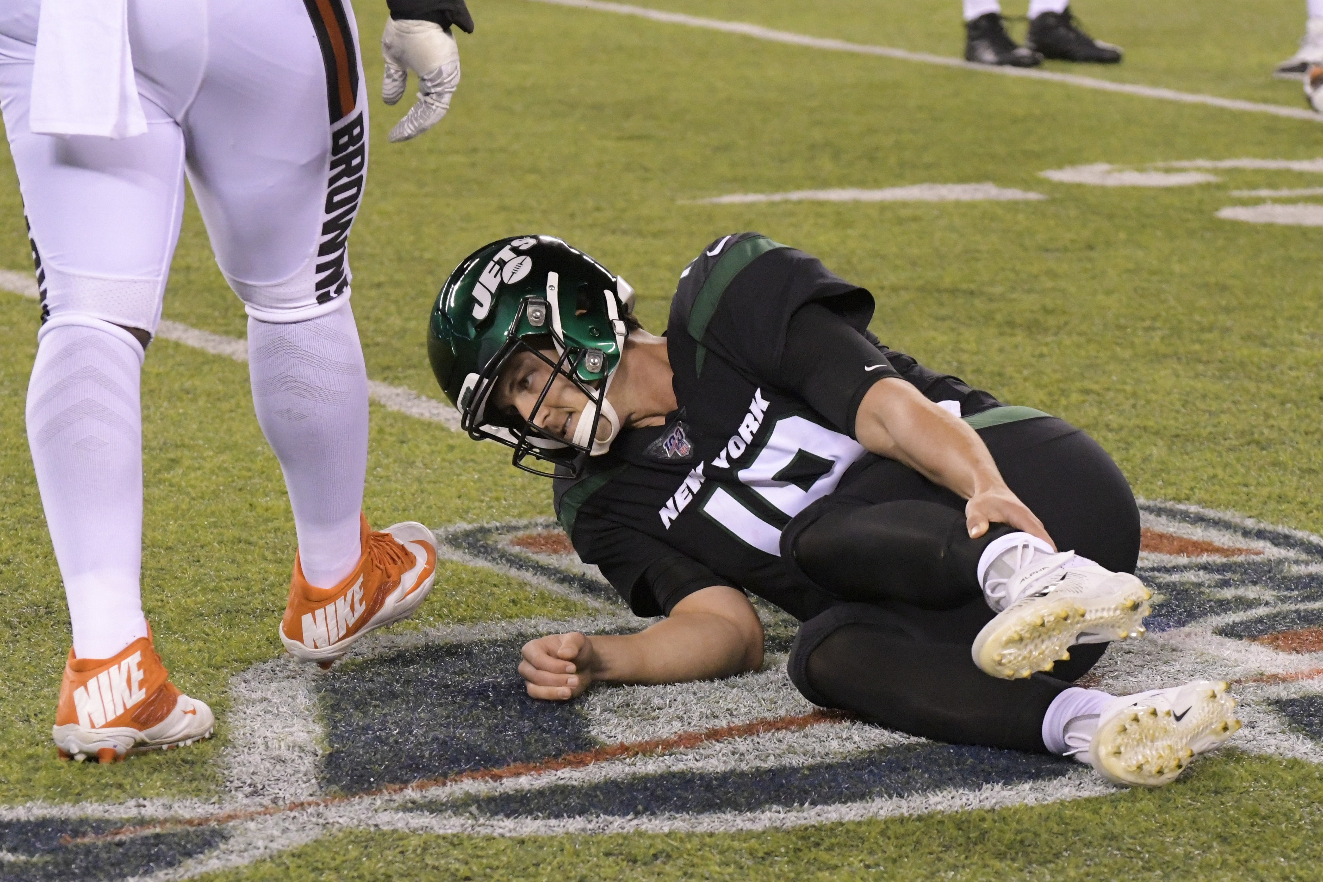Jets' Siemian out for year with ankle injury, Falk to start
