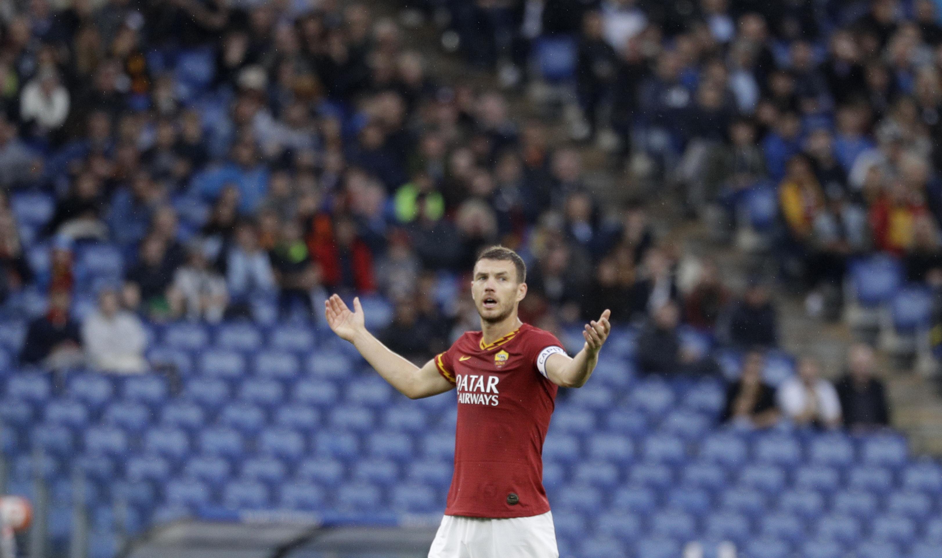 Discriminatory chants prompt suspension of Roma-Napoli game