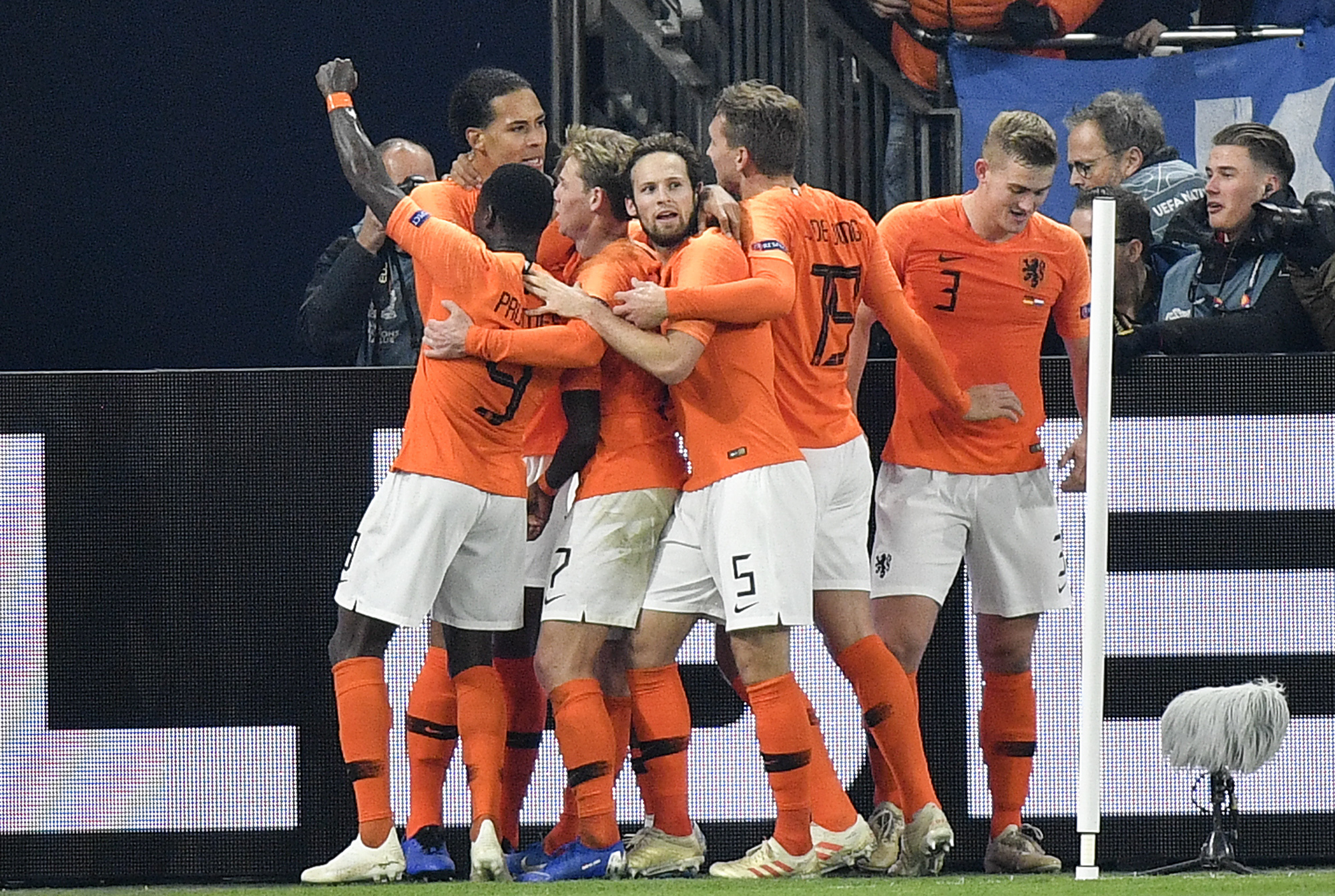 Rejuvenated Dutch strike late, into Nations League's Final 4