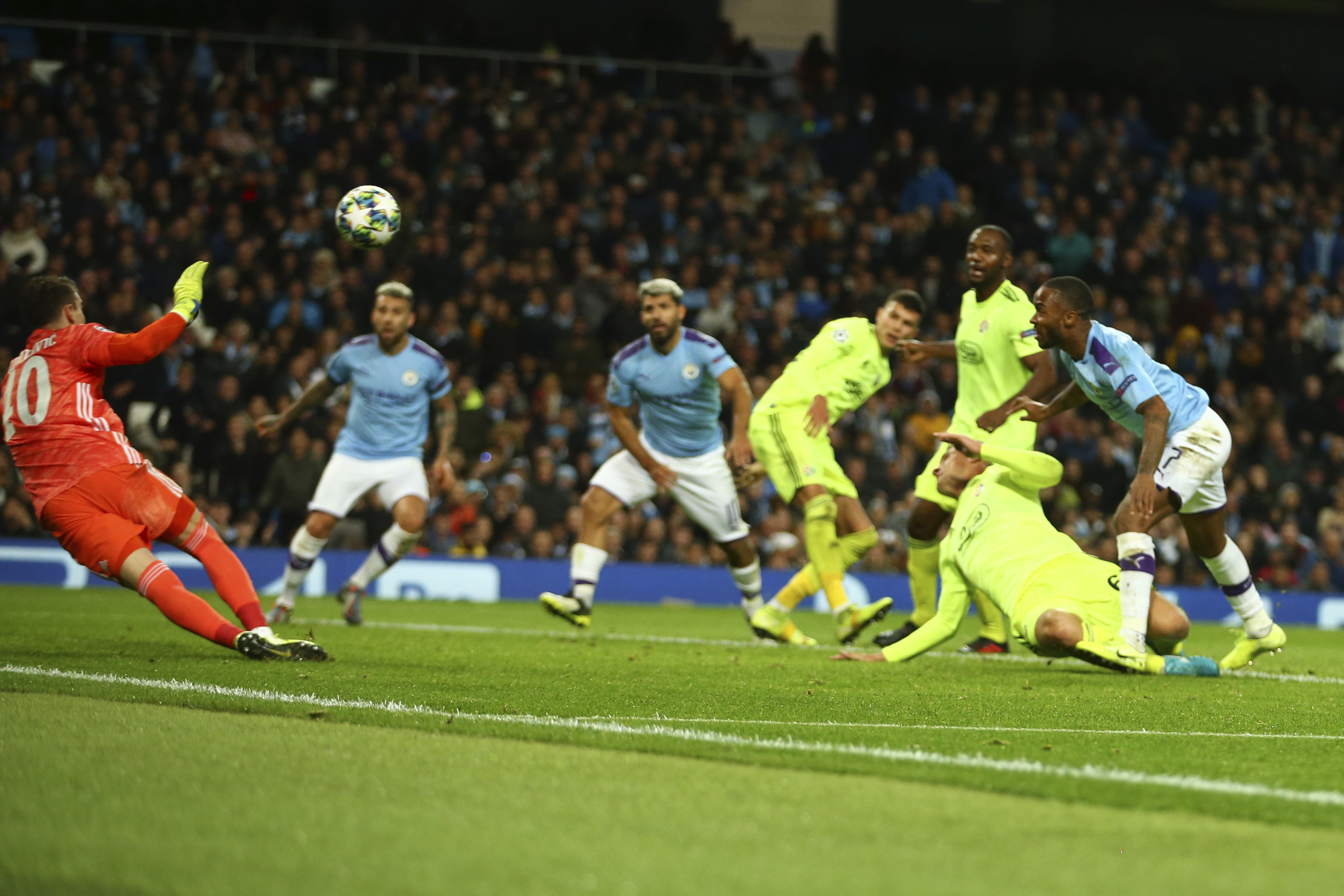 Sterling comes off bench, helps Man City beat Dinamo 2-0