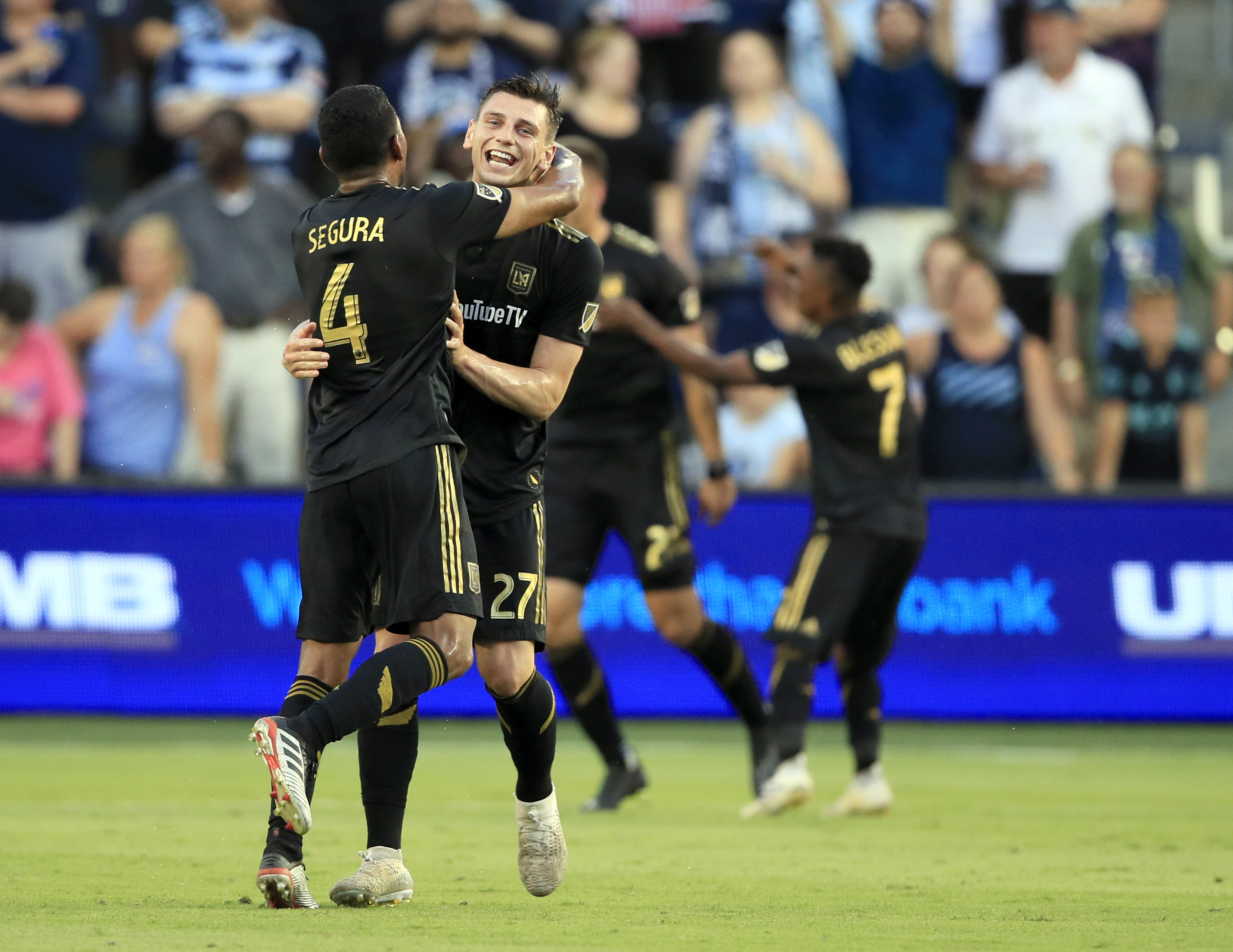 Vela scores 17th goal, Rossi gets 9th; LAFC beats Sporting