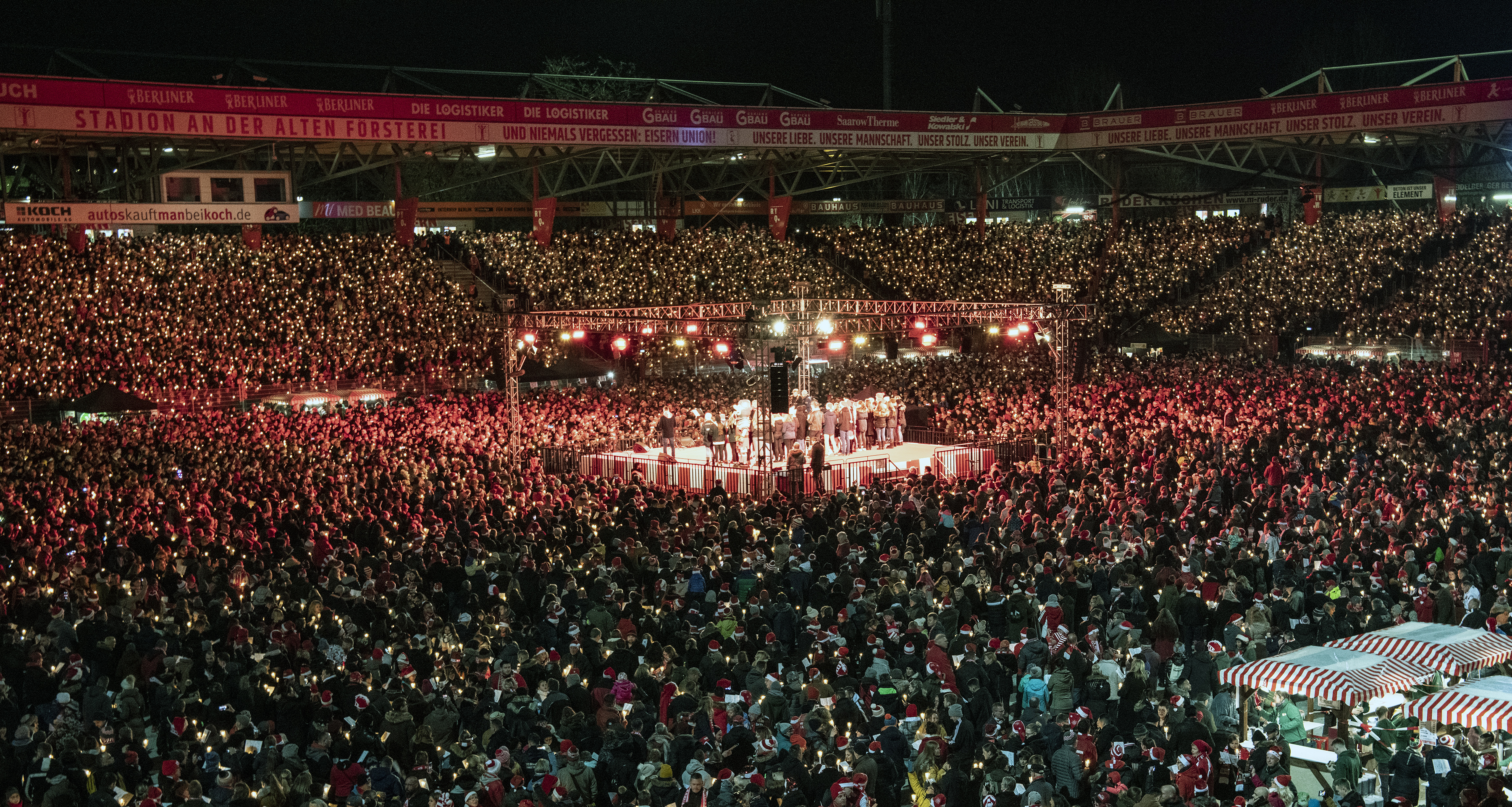28,500 Union Berlin fans gather to sing Christmas carols