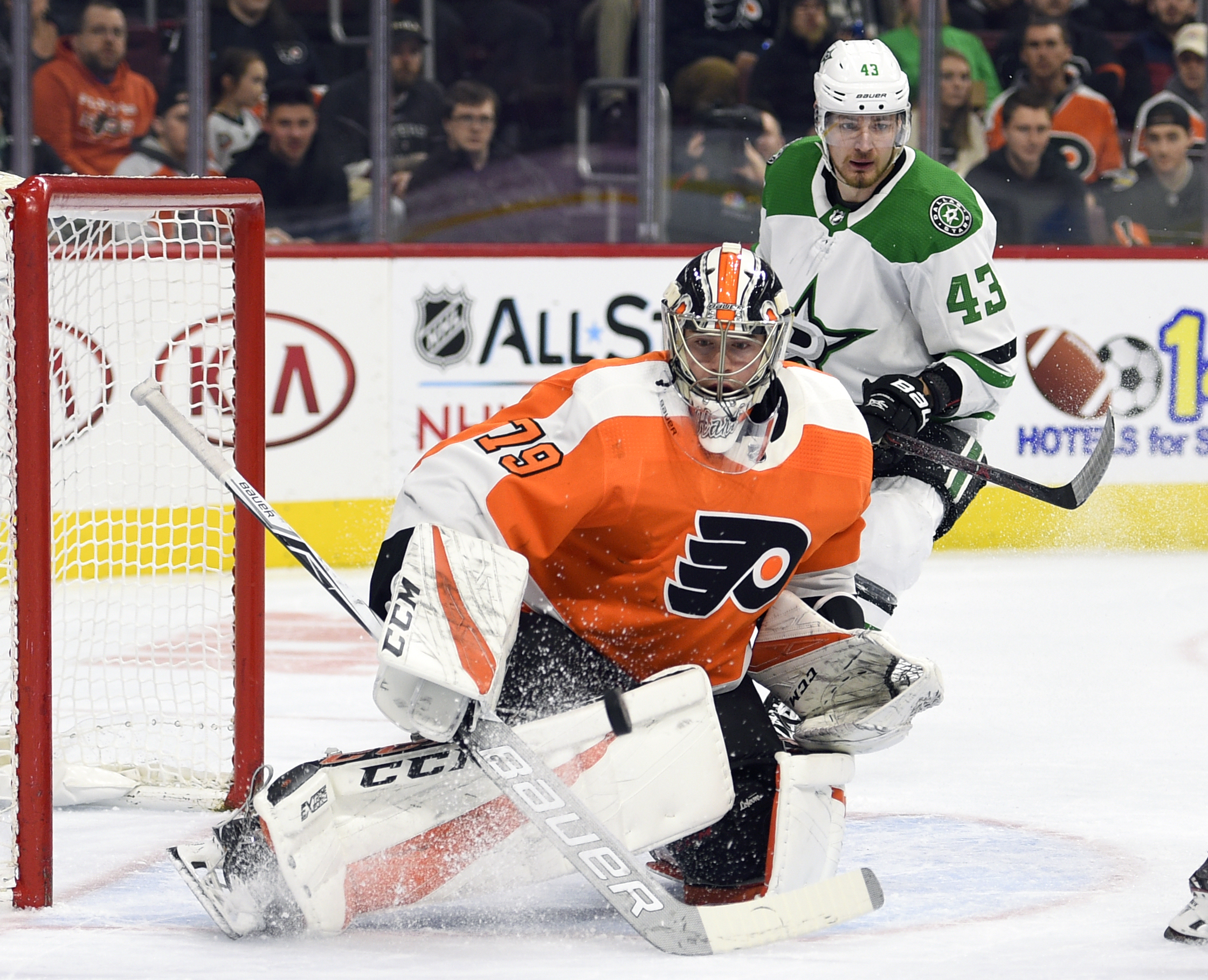 Hart helps Flyers beat Stars 2-1 to end eight-game skid