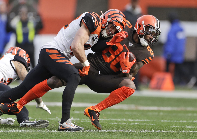 Browns' Landry says hip pain caused by fractured vertebrae