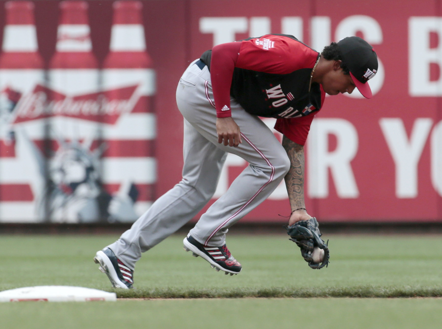 Red Sox: Could 2017 Rafael Devers be 2013 Xander Bogaerts?