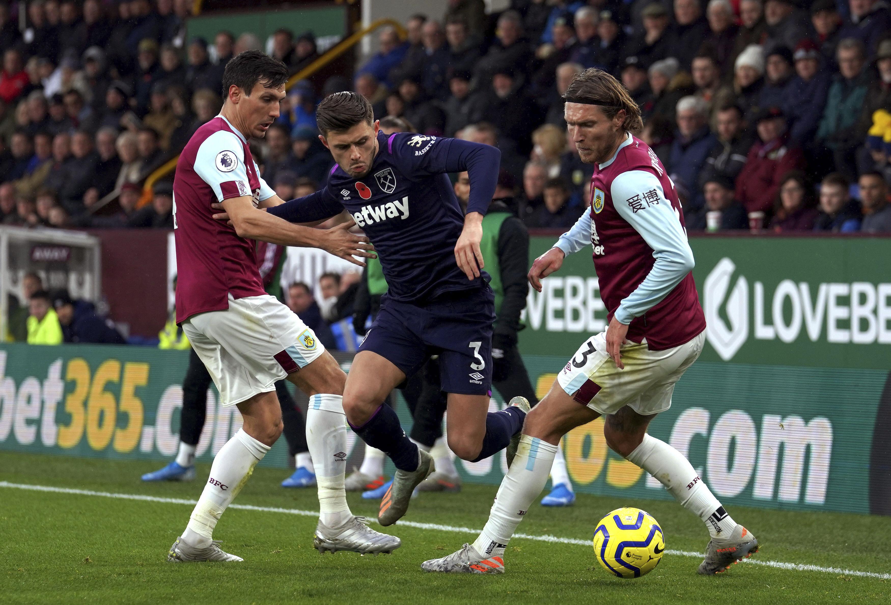 Roberto's mistakes hand Burnley 3-0 win over West Ham