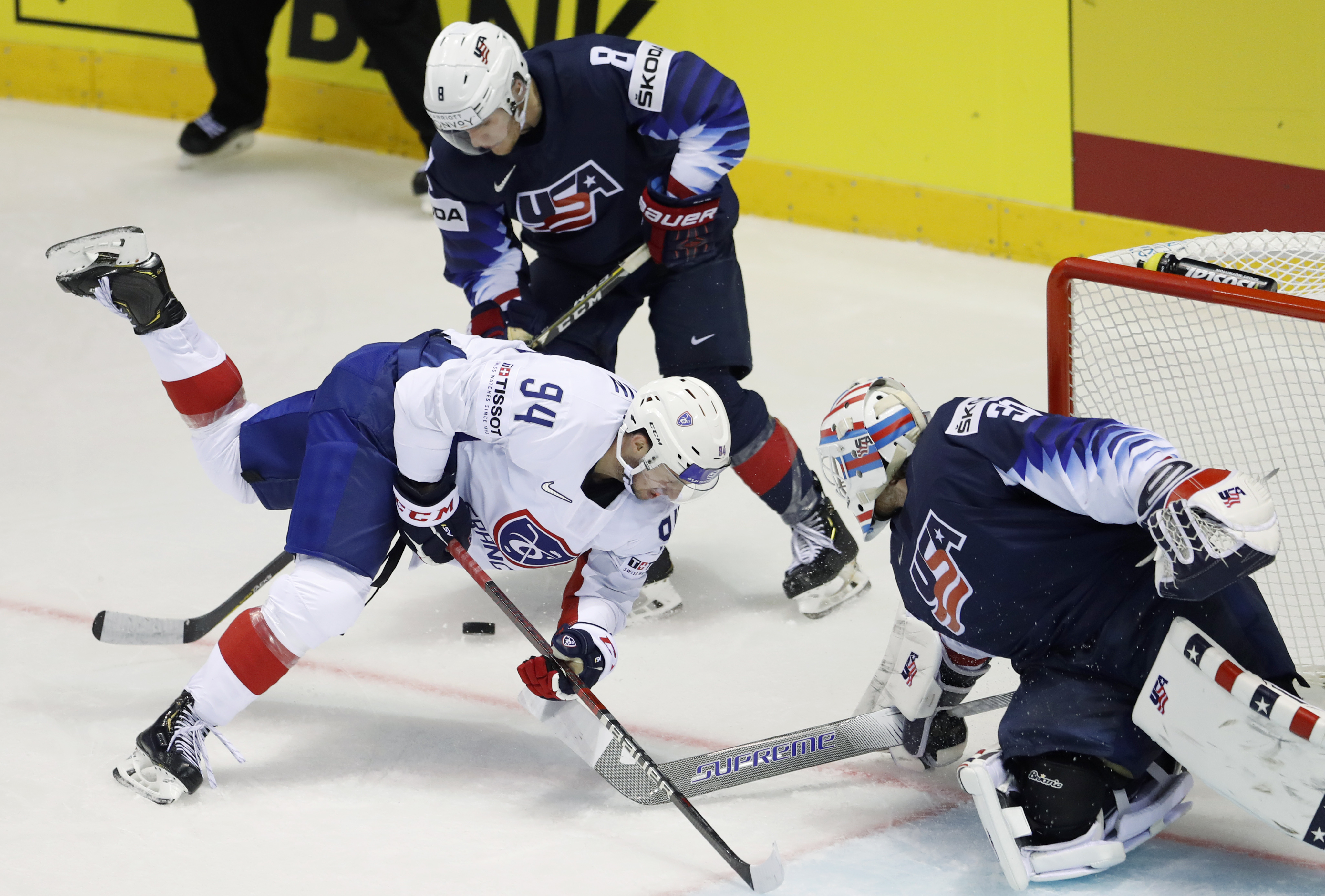 US routs France, Russia shuts out Austria at hockey worlds