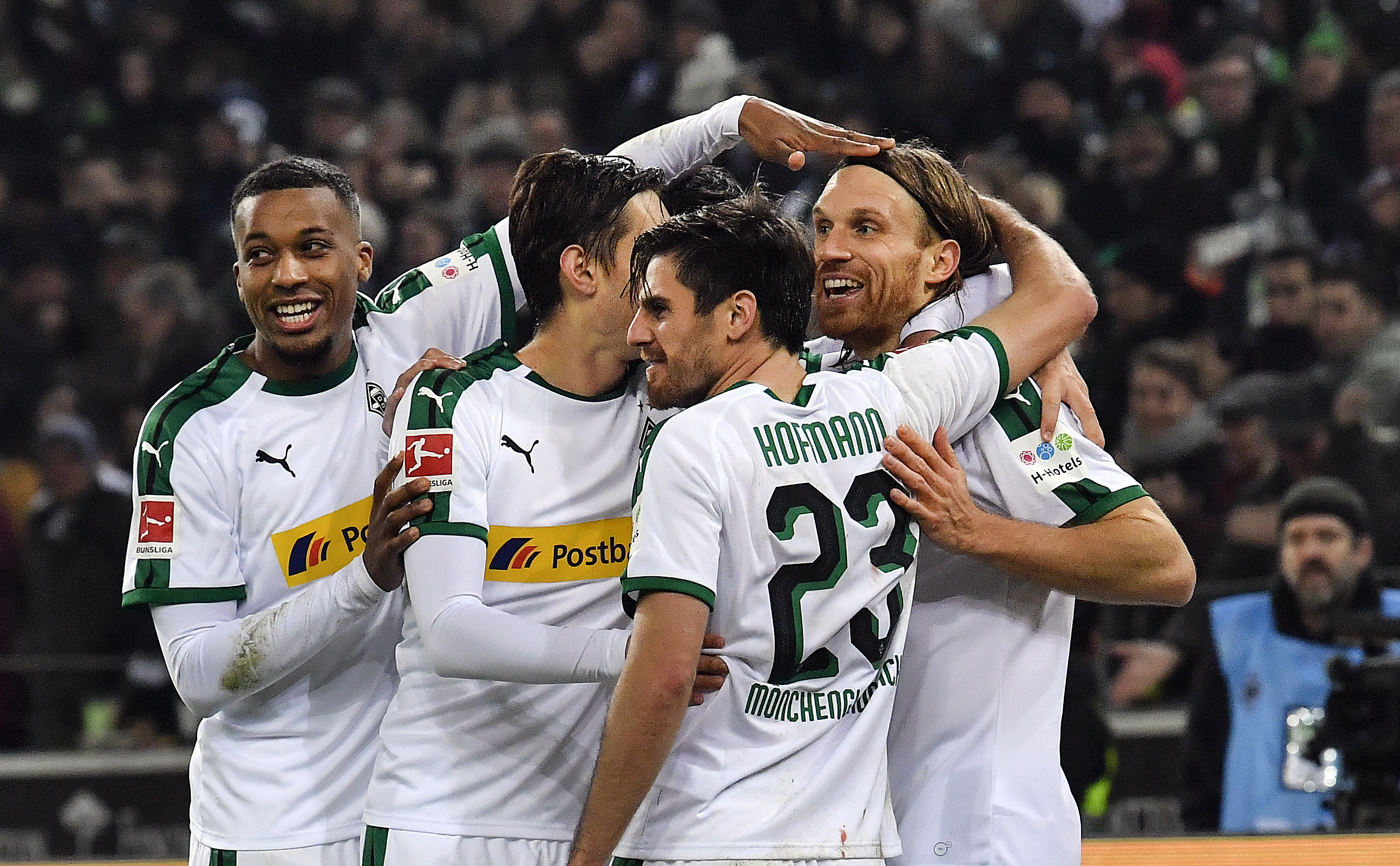 Gladbach reclaims 2nd in Bundesliga despite early Wood goal