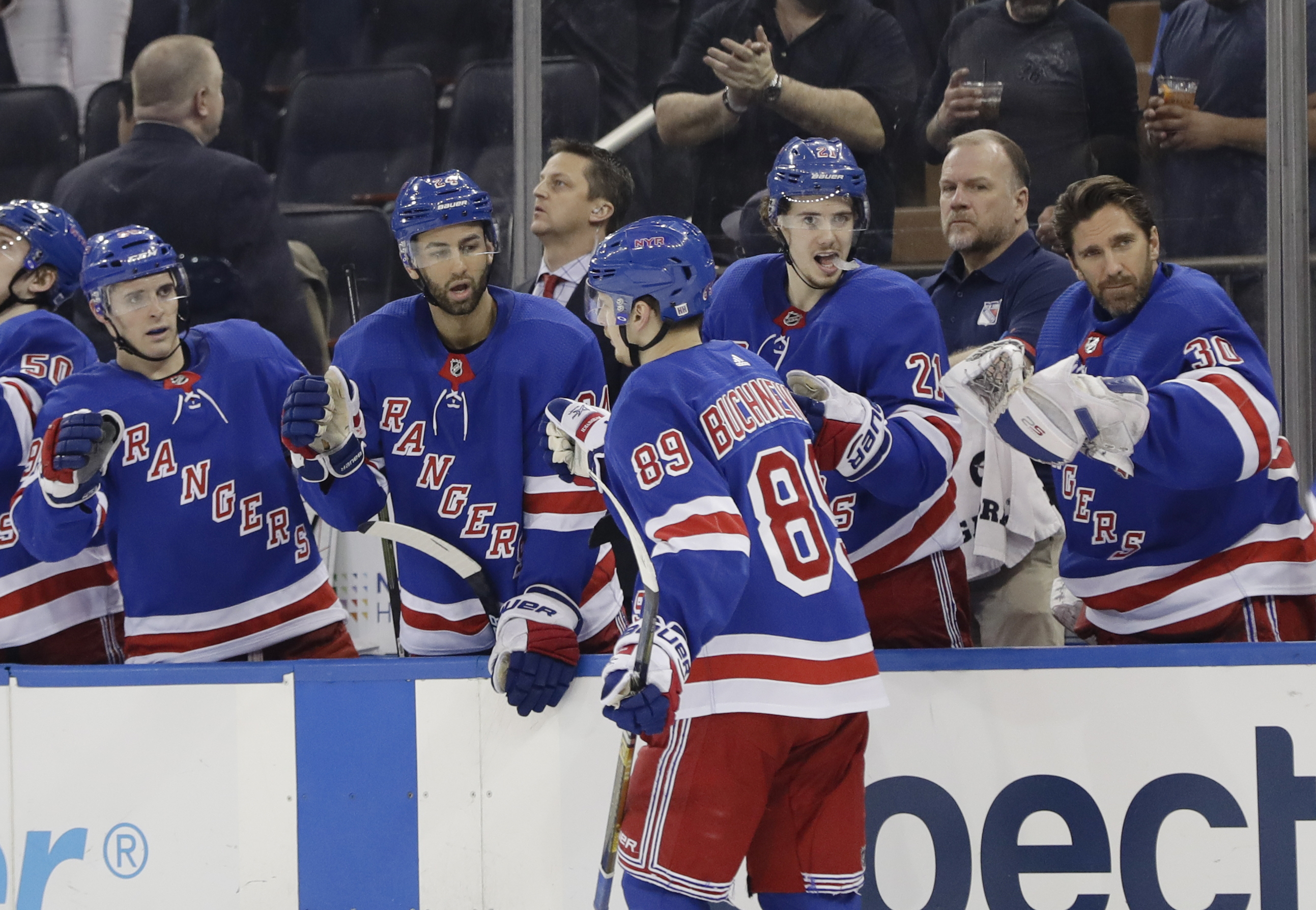 Vesey scores go-ahead goal in 3rd, Rangers top Blues 4-2