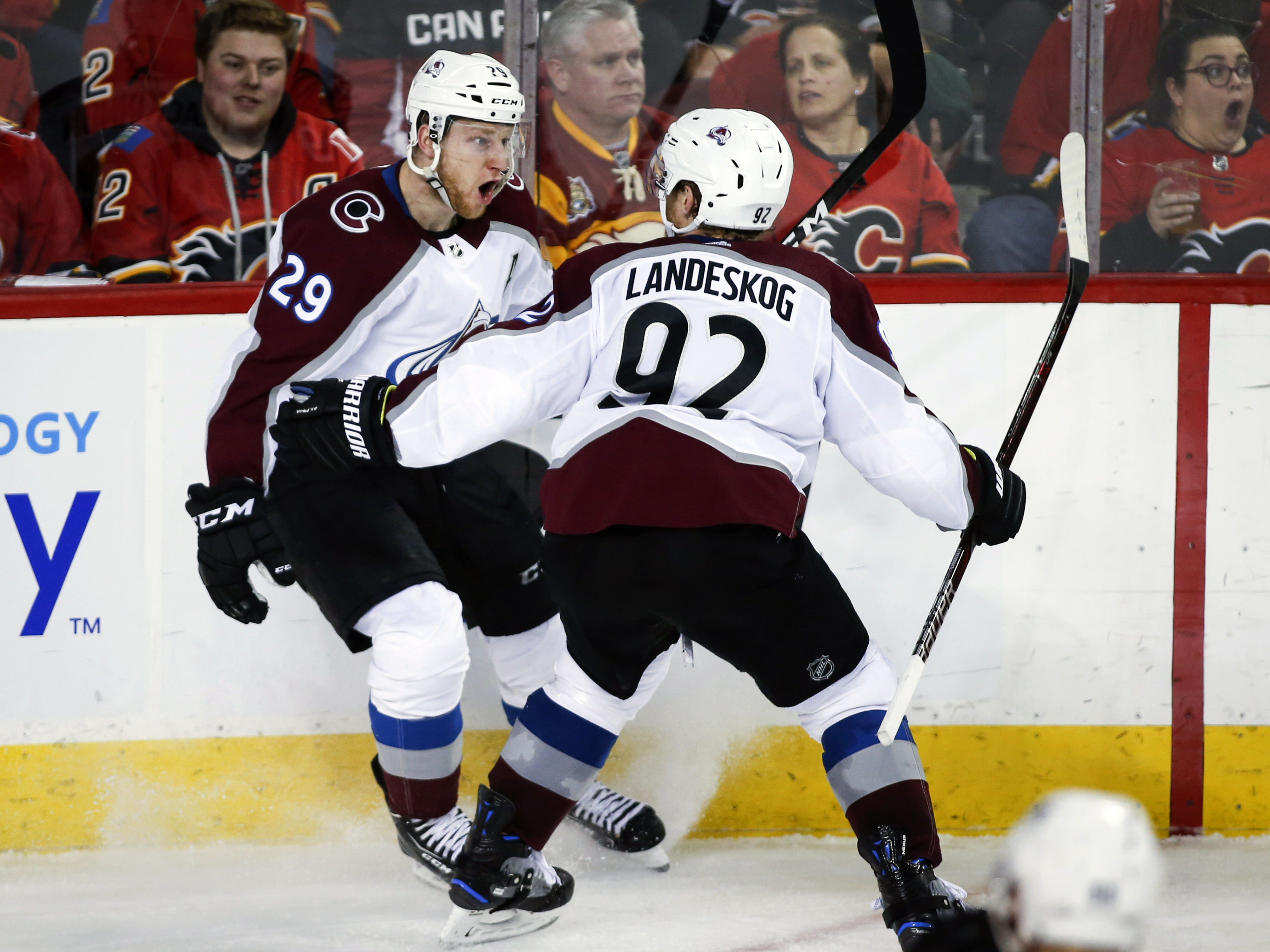 MacKinnon scores in OT, Avalanche beat Flames to even series