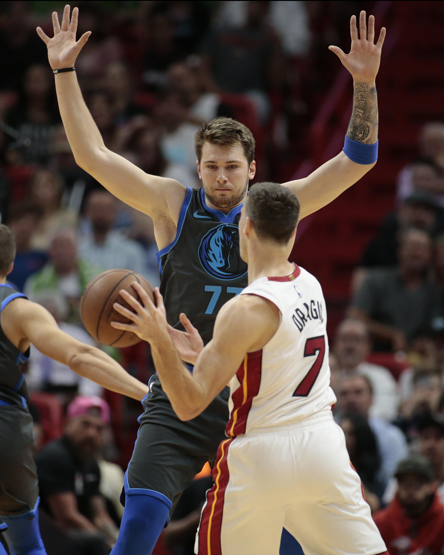 Dragic's triple-double lifts Heat past Mavs, 105-99