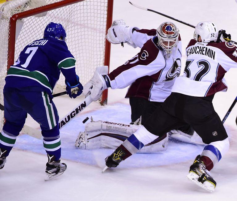 Vancouver Canucks Beat Avalanche, Daniel Sedin Hits Milestone